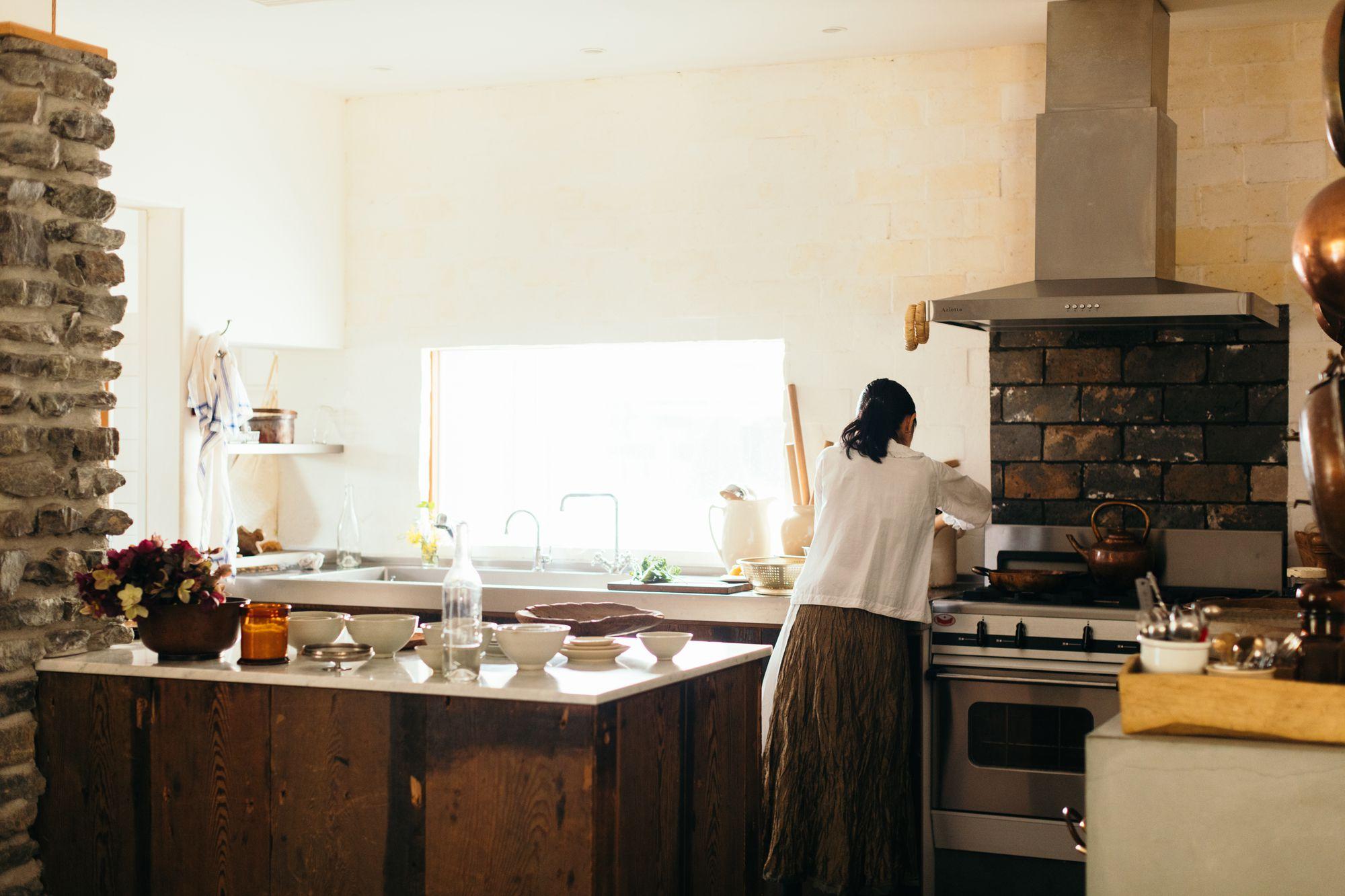 料理家、細川亜衣のキッチンスペース