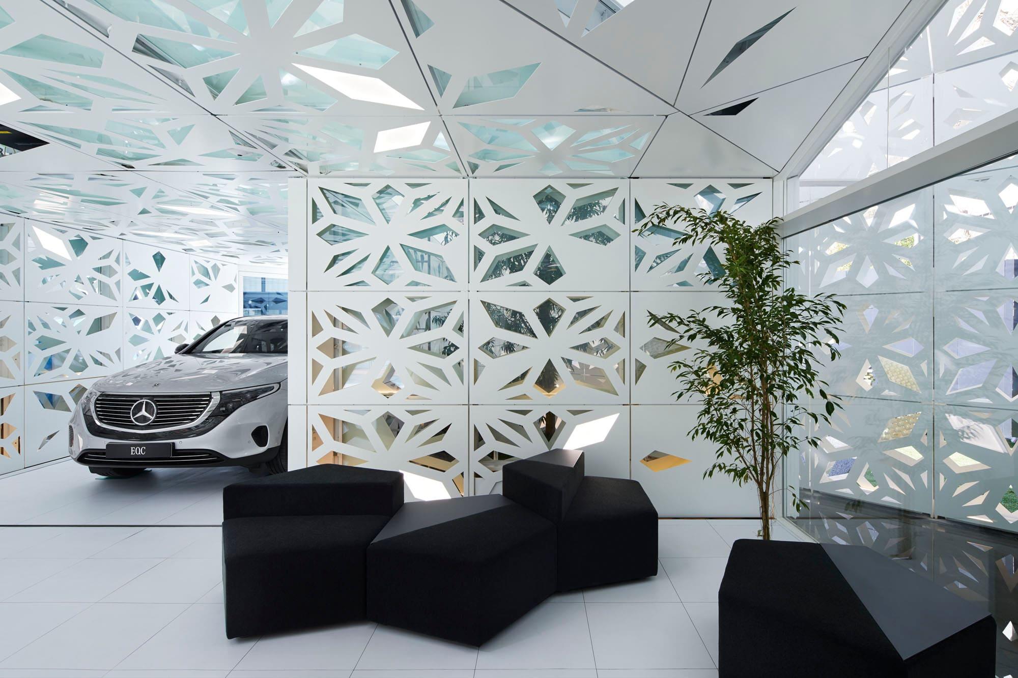 電気自動車EQCが生活空間の中心に入り込む © Nacása & Partners Inc