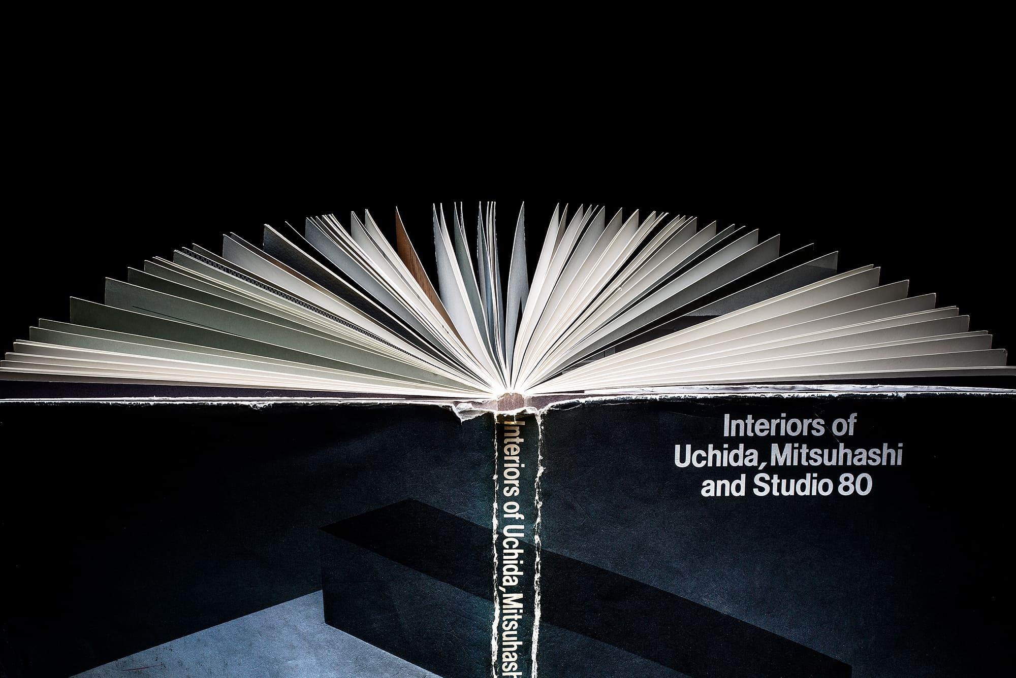 1987年に発行された『Interiors of Uchida, Mitsuhashi and Studio 80』(TASCHEN社)。アトリエ・オイの3人の内田繁との出合いは、この作品集がきっかけ。