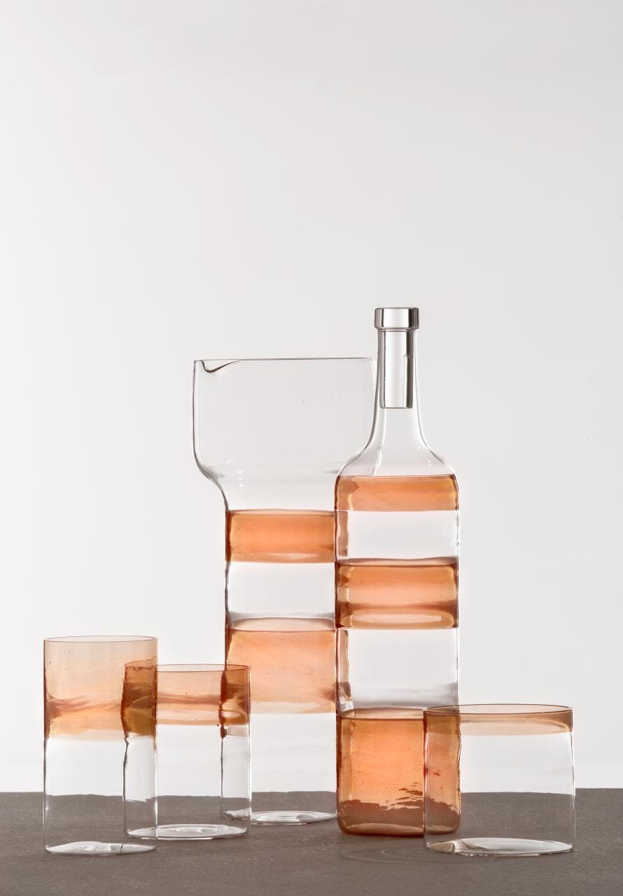 アトリエ・オイとガラス作家の梶原雅之の協働により誕生したテーブルウェアは2019年4月のミラノ・デザイン・ウィークで発表されたもの。