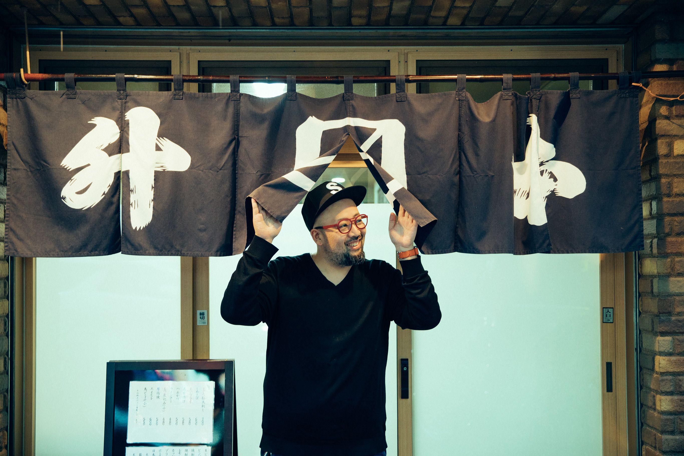 銀座 松崎煎餅8代目店主の松崎宗平