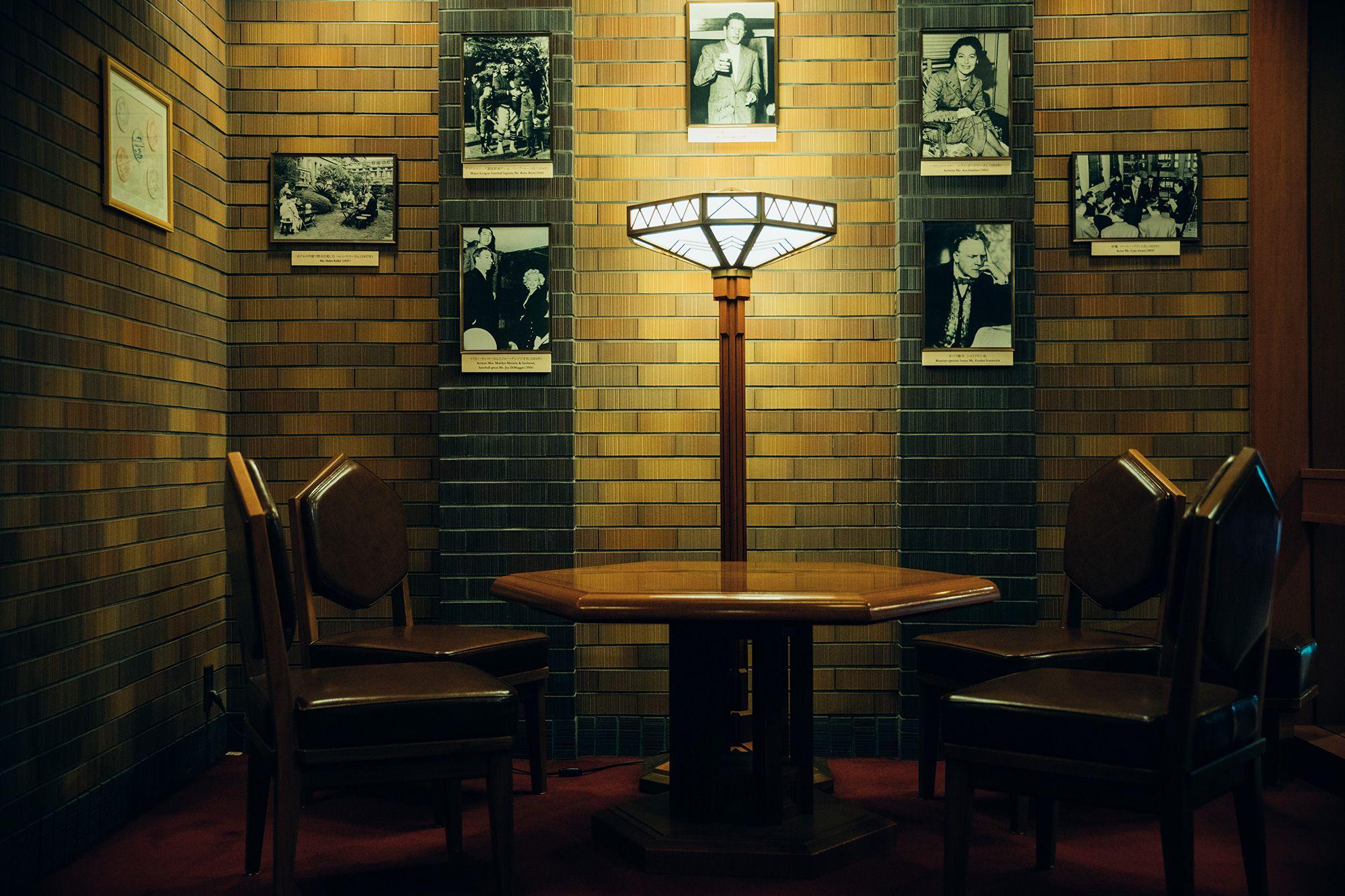 帝国ホテル 東京を訪れた歴史上のセレブリティの写真が飾られたコーナー。