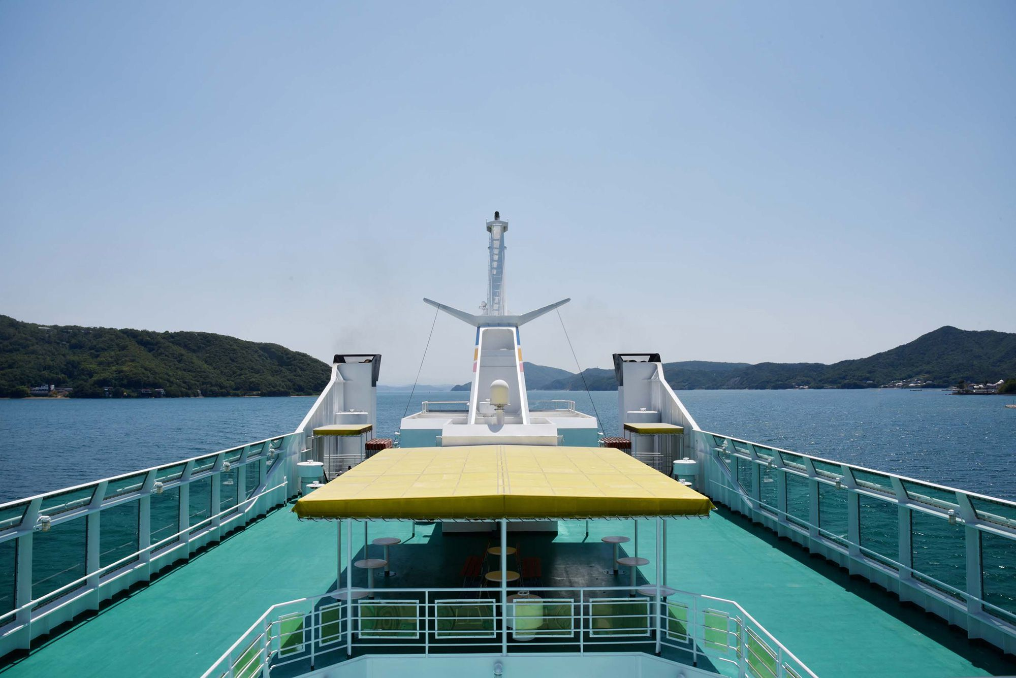 Riding a ferry from Takamatsu Port to Shodoshima—a moment in which the sky and sea come together
