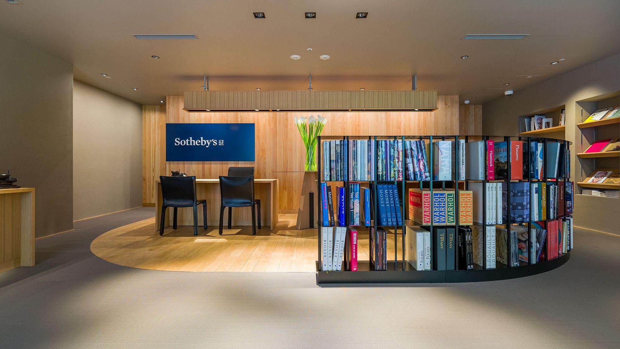 主要オークションハウスとしては国内初となるサービスカウンターを設置する © Sotheby's
