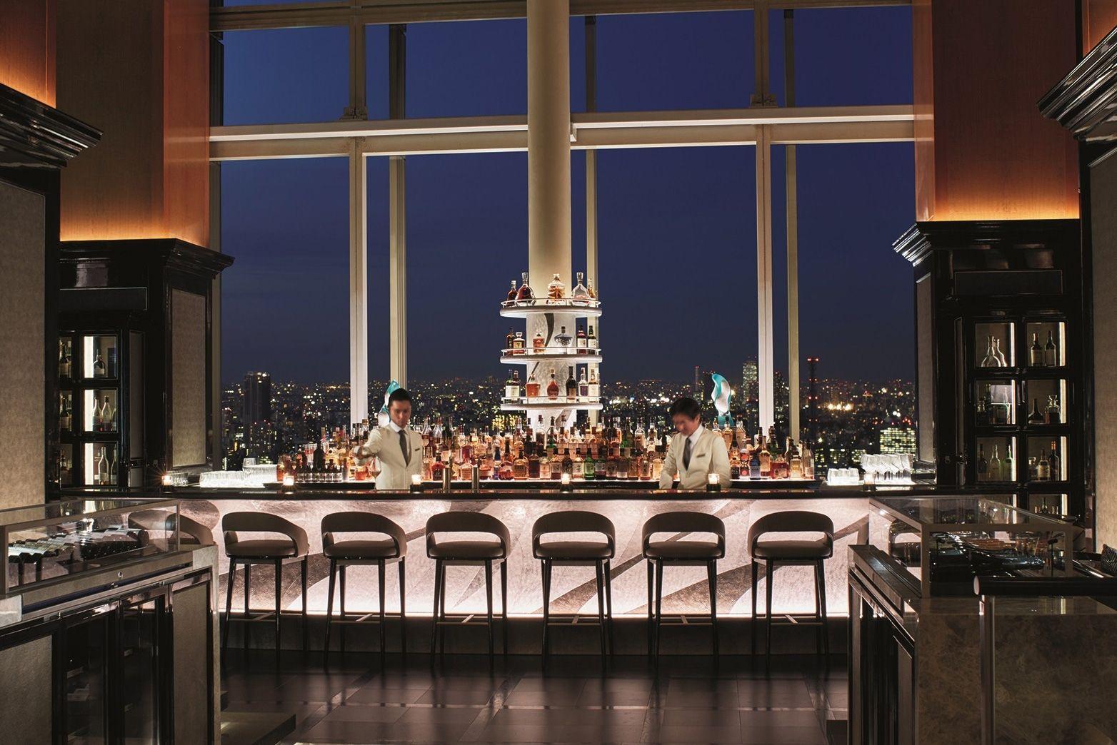 45階からの眺望が素晴らしい「ザ・バー」