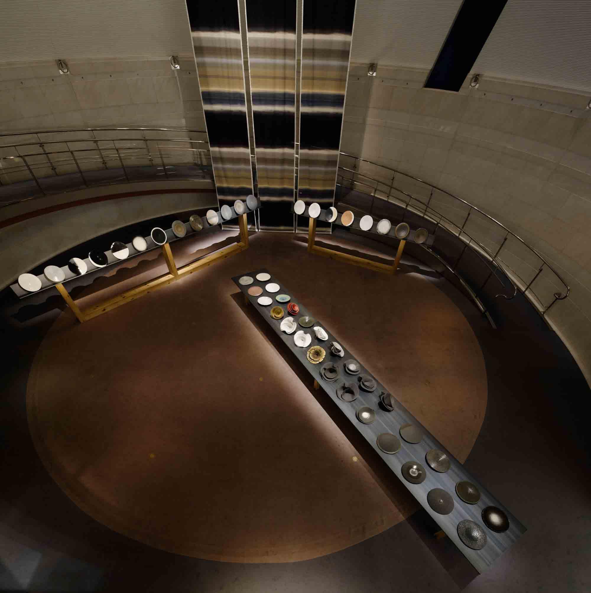 2012年の12月に会場構成デザインを担当した青山スパイラルで開催された石本藤雄「布と陶-冬-」展。 Photography by Nacasa and Partners