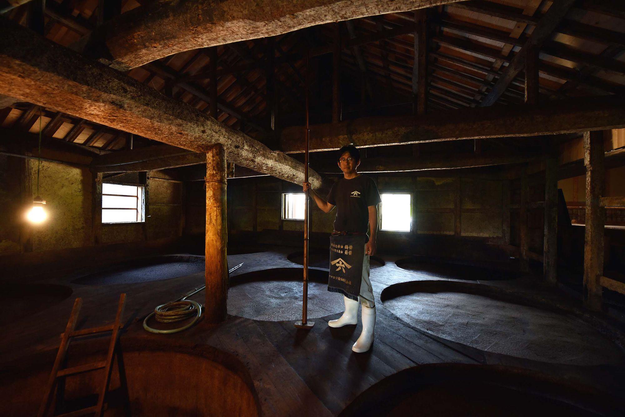 木桶を造る職人がいなくなってしまう前に、自身が木桶造りを学んだヤマロク醤油5代目当主・山本康夫。