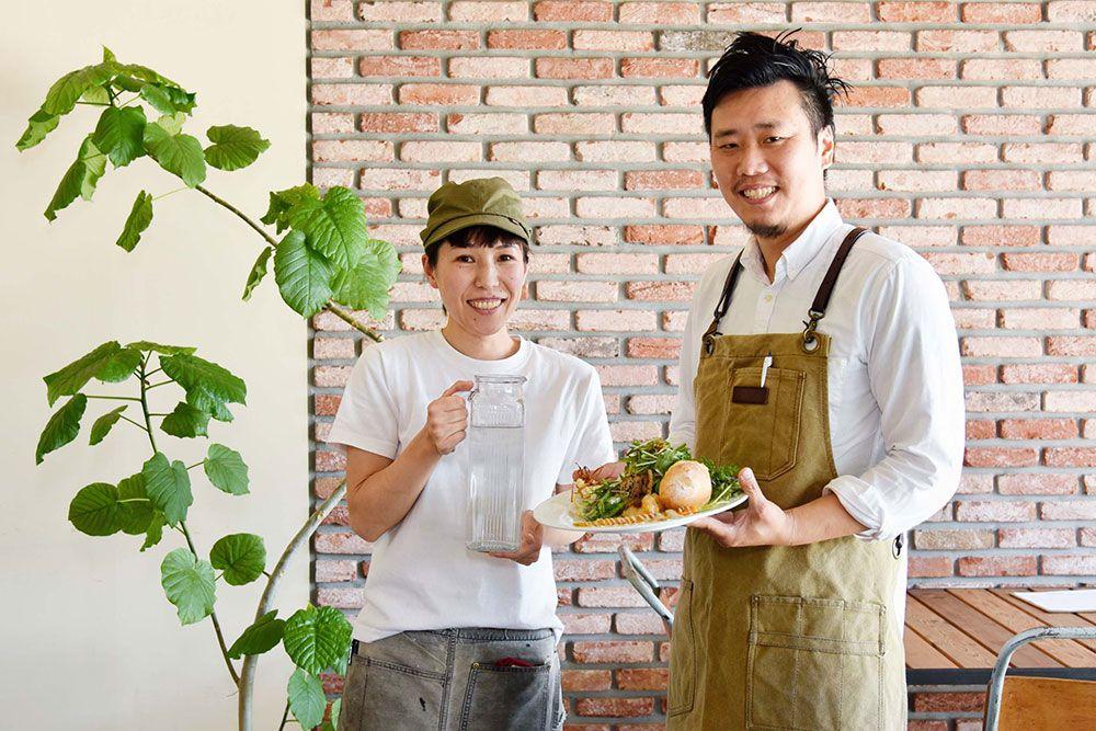 UCHINKUの西本夫妻。小豆島出身の妻・理香が焼く自家製パンも美味。