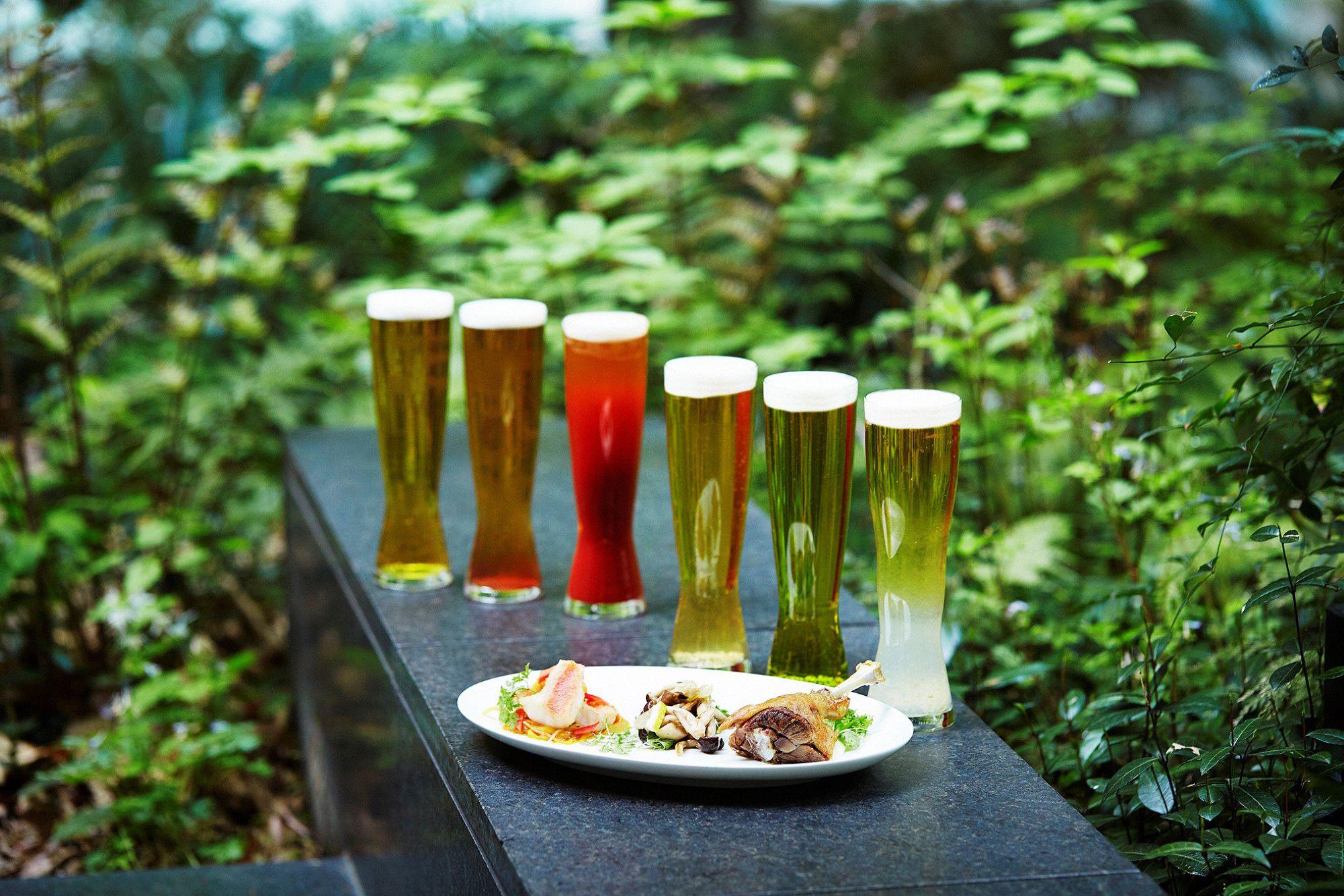 都会の中の緑に癒される空間で、クラフトビール6種類やビアカクテルを堪能する。