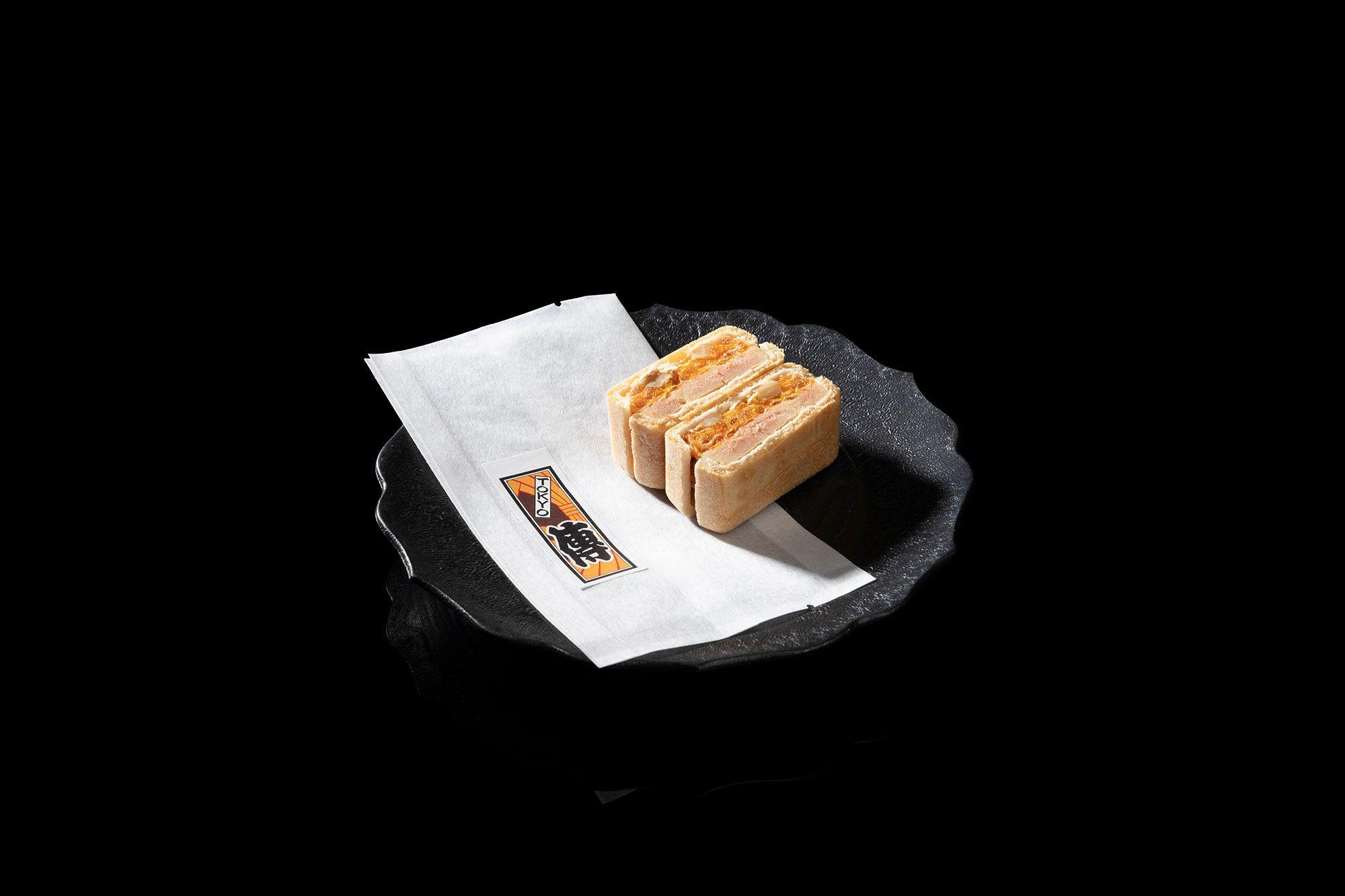 """Den's """"foie gras monaka."""""""
