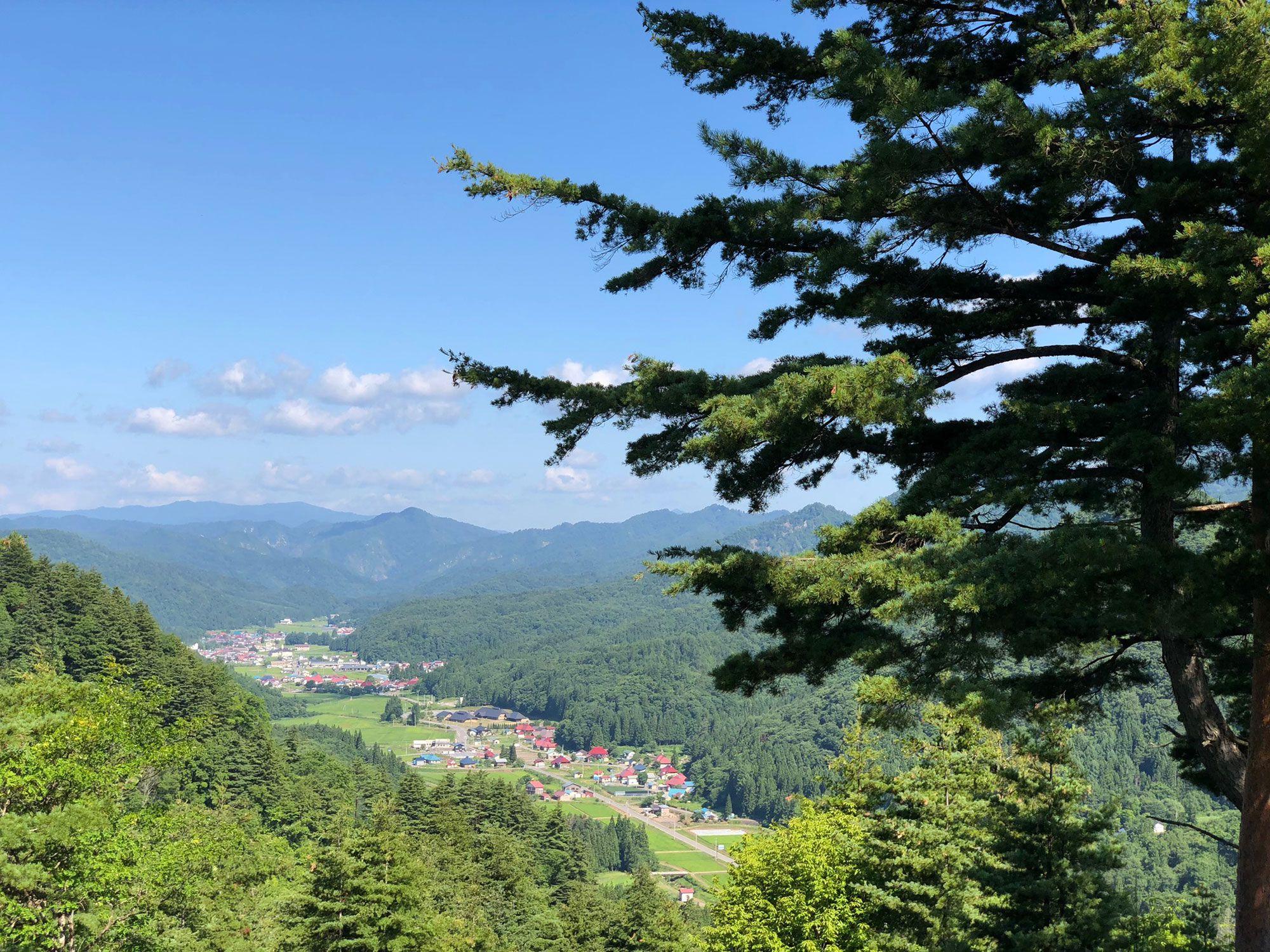 会津若松の南西約50kmの山あいに位置する昭和村。写真提供:昭和村観光協会