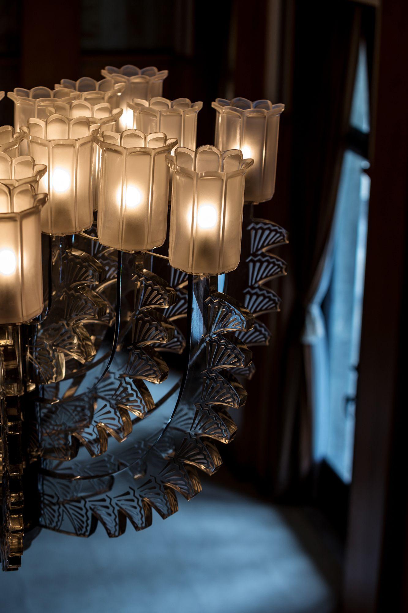 ルネ・ラリック作、大客室のシャンデリア。