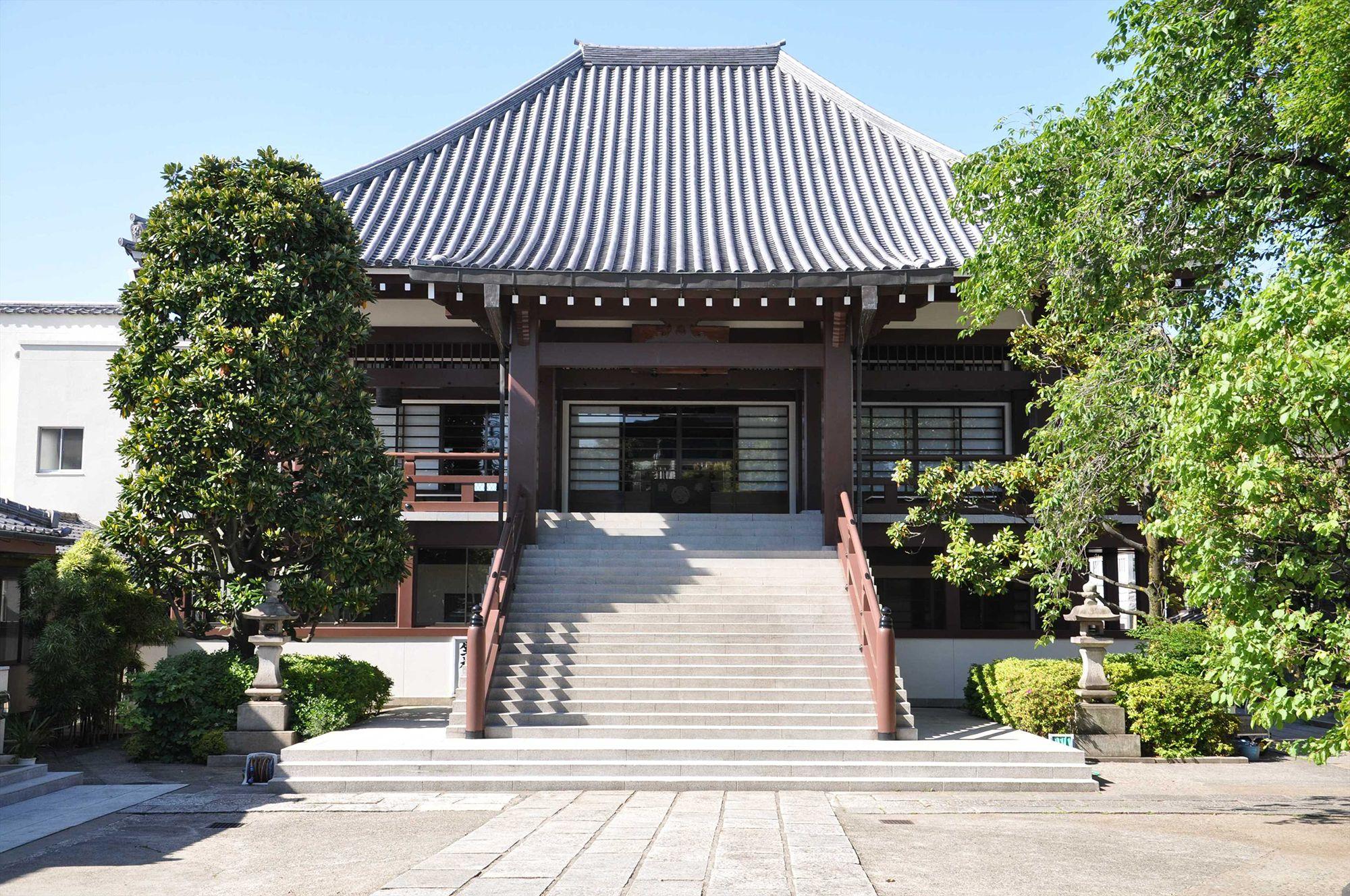 全生庵は、山岡鉄舟居士が明治に建立した寺。居士との縁で、三遊亭圓朝の墓所がある。