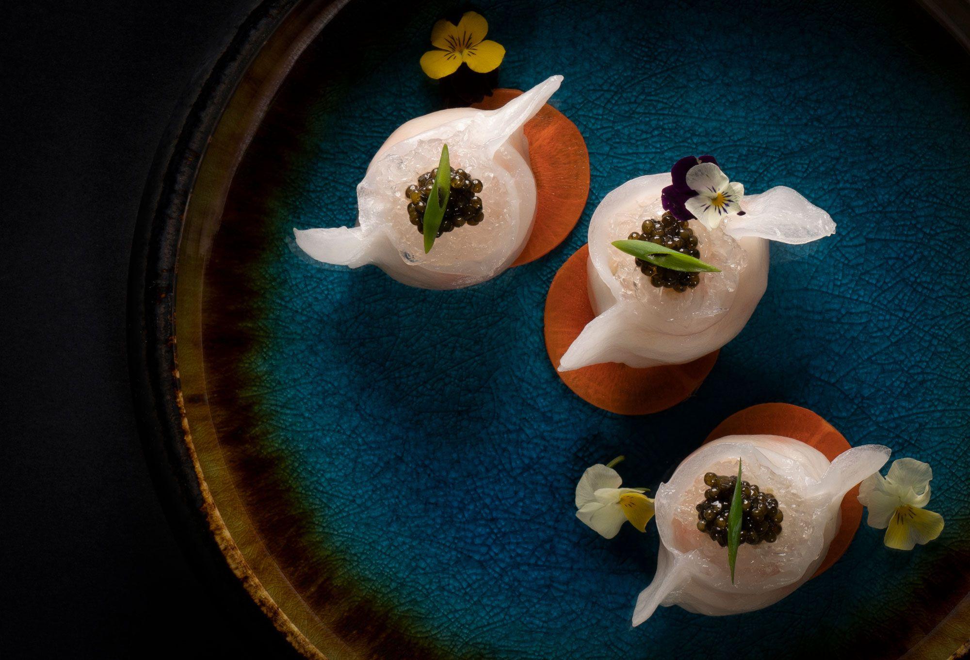 ザ・リッツ・カールトン広州では、香港、マカオから招いたスターシェフとコラボし中国料理のランチとディナーを提供。