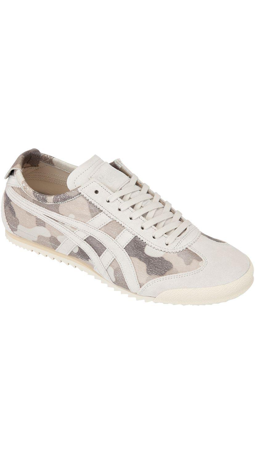 """NIPPON MADE""系列8月發售的新款""MEXICO SLIP-ON DELUXE""中的一款。懶人鞋設計,方便穿脫。鞋面內藏彈力鬆緊帶,讓鞋子更合腳。鞋幫採用日本製皮革,配有迷彩圖案。 WHITE/WHITE 25,920日圓(含稅)"