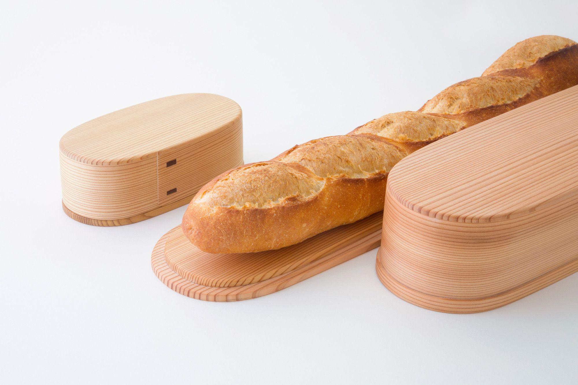 フランスパンにピッタリなサイズの「Baguette Container(バゲット・コンテナ)」30,240円とバターを保存する「Butter Case(バター・ケース)」7,020円。価格はすべて税込。
