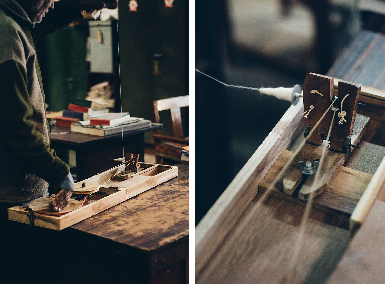 綿花から糸を紡ぐときに使用する「キサン・チャルカ」という糸車。