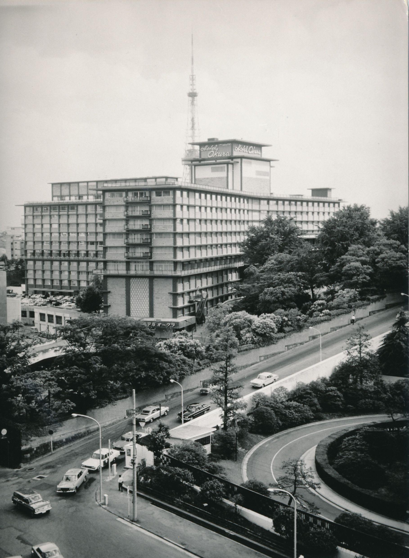 完成直後のホテルオークラ東京。周辺には東京タワー以外の高層ビルの姿はない。