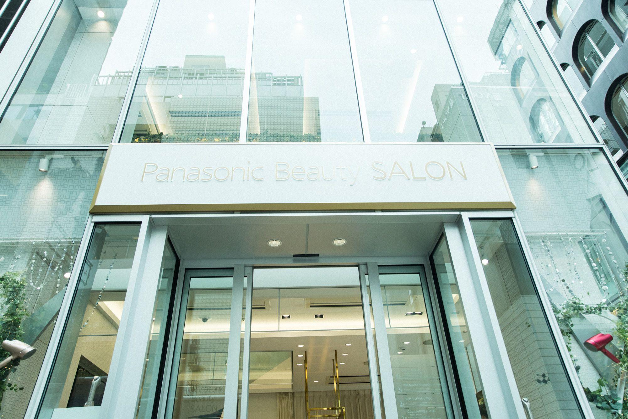 ガラス張りで明るい外光が差し込む「Panasonic Beauty SALON 銀座」。