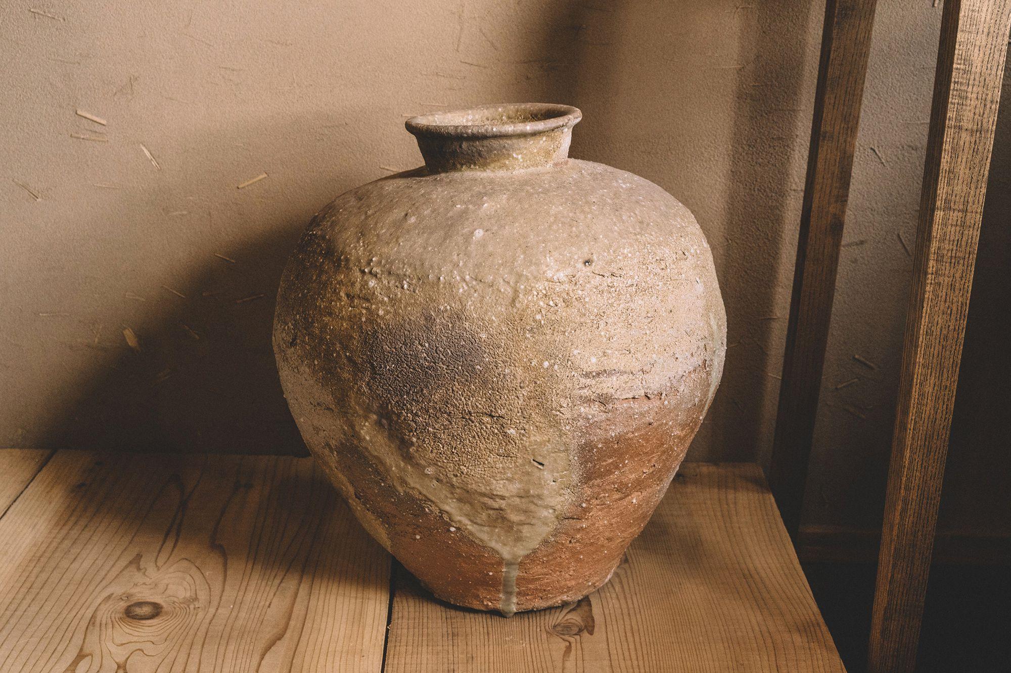 信楽 谷穹/信楽大壺 自身の製作において、中世の古信楽に表れる幽玄の美意識を体現させたいと考えている。