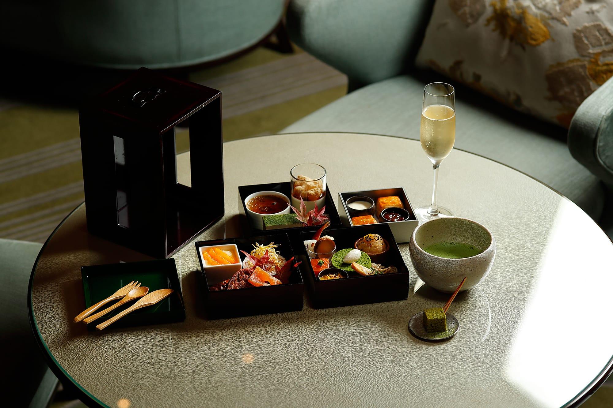 「日本茶喫茶・茶葉の店 寿月堂」が手掛ける「蔵出し濃茶」や「蔵出し薄茶」をスイーツにアレンジ。新たな日本茶の魅力を発見する。シャンパン付きプランも選べる。