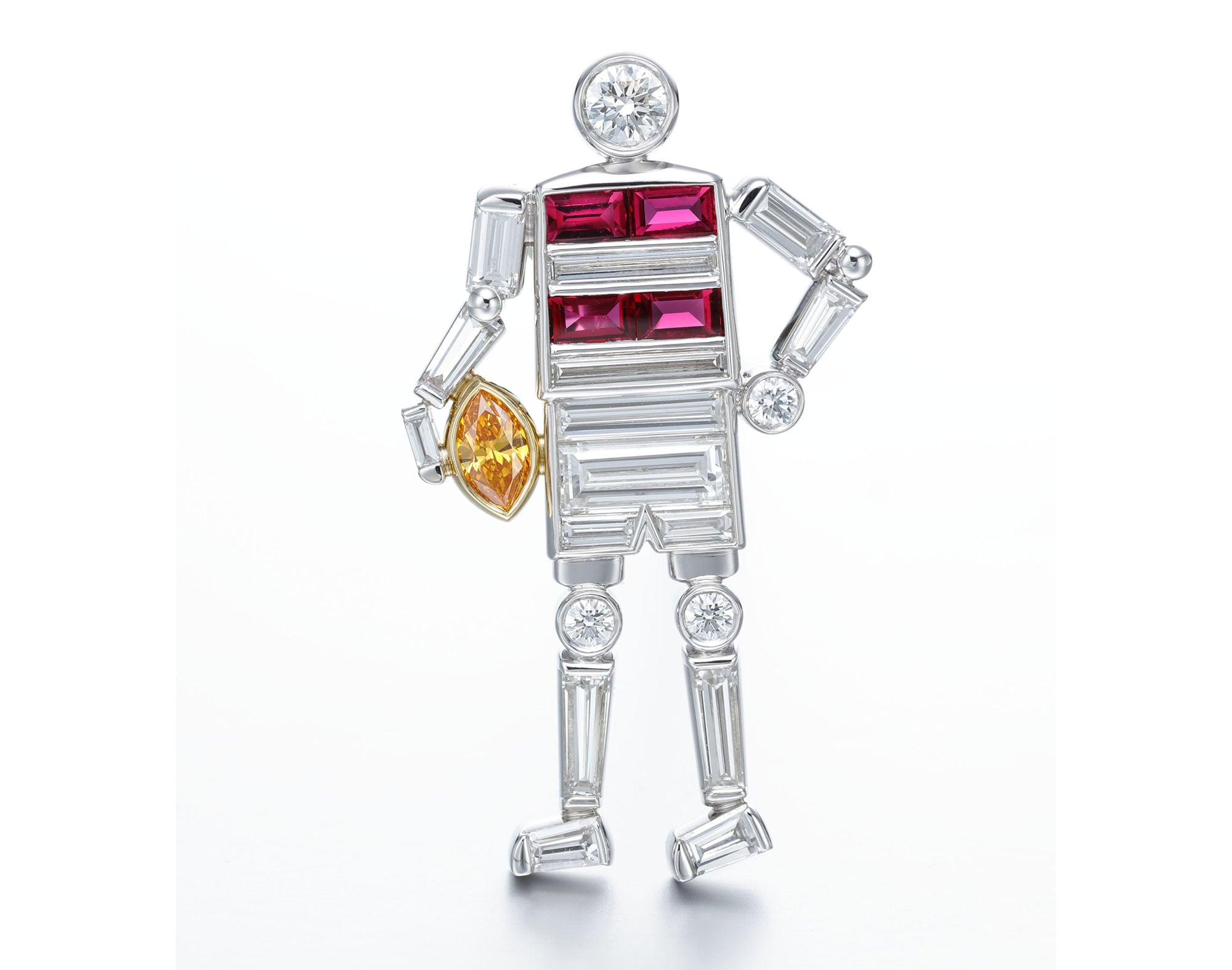 「ラガーマン」ブローチ。Pt950・K18イエローゴールド・ダイヤモンド・ルビー・イエローダイヤモンド。4,000,000円 税別