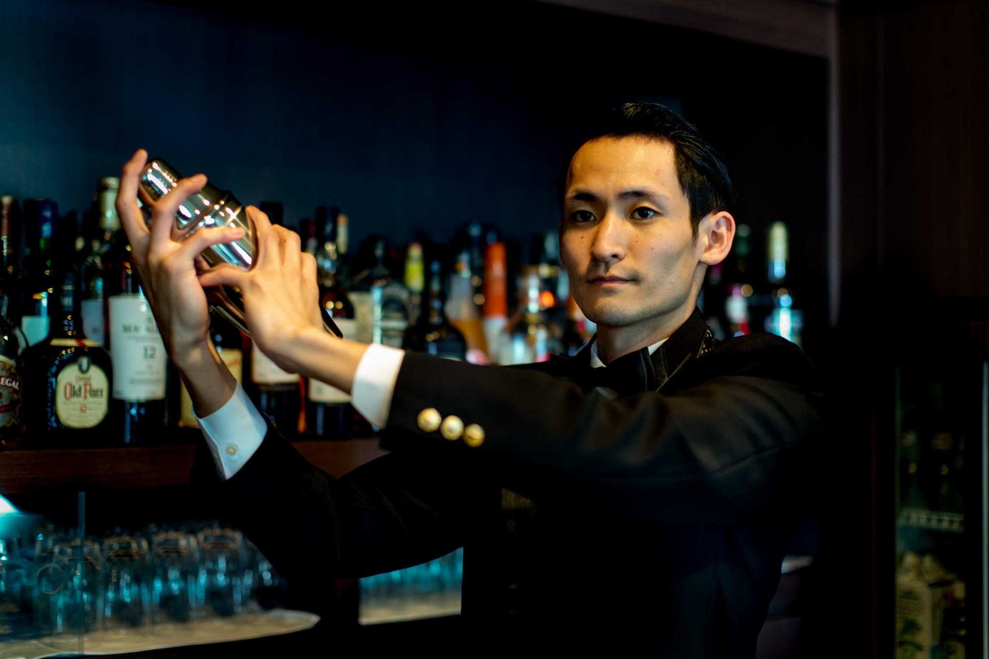 老舗バーに相応しい風格と心地よさを求めて、毎晩多くのお客様が足を運ぶ、オーキッドバー。