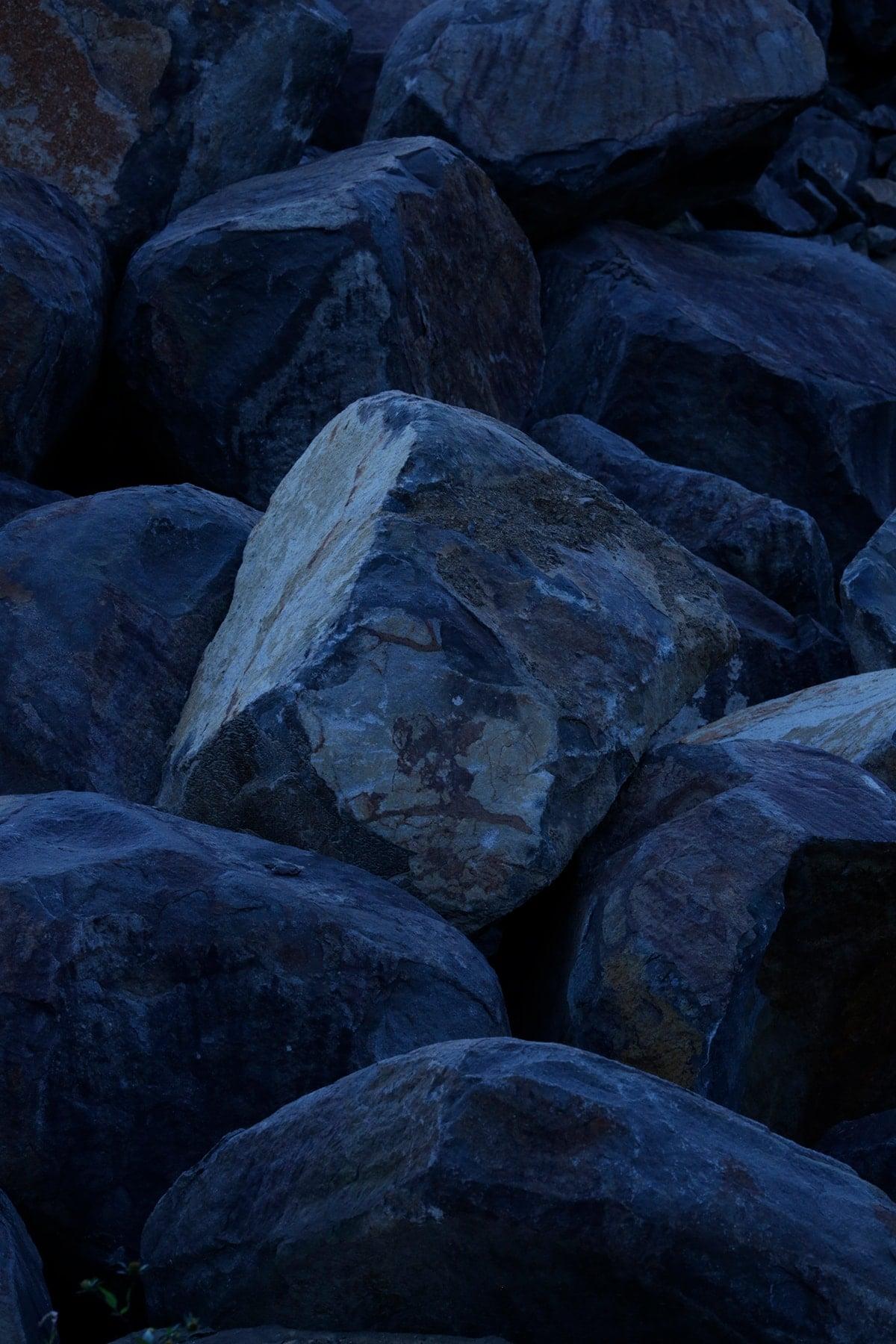 KASHIYAMA DAIKANYAMA ×大蔵山スタジオ 伊達冠石のプロダクトを展示。