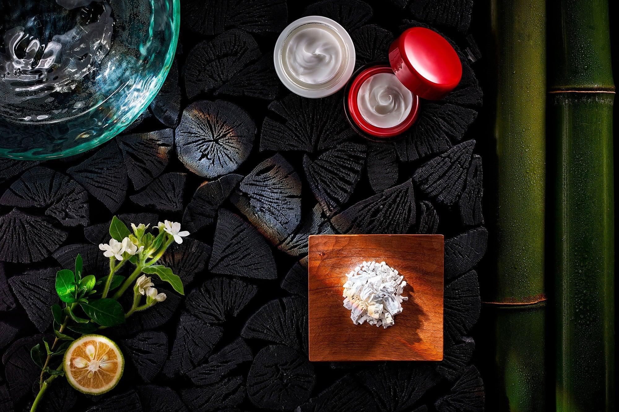 炭や葛などを利用する日本の伝統的な美容成分を取り入れた「ANNAYAKE」のコスメは、世界25か国で展開されている。