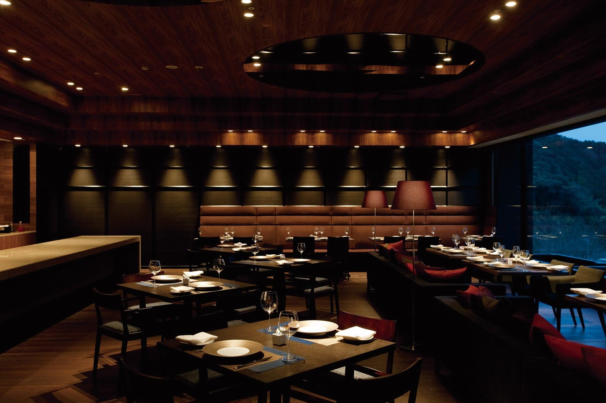 食事はバー&レストラン「SEBRI/セブリ」にて地元素材のナチュラルイタリアンが供される。
