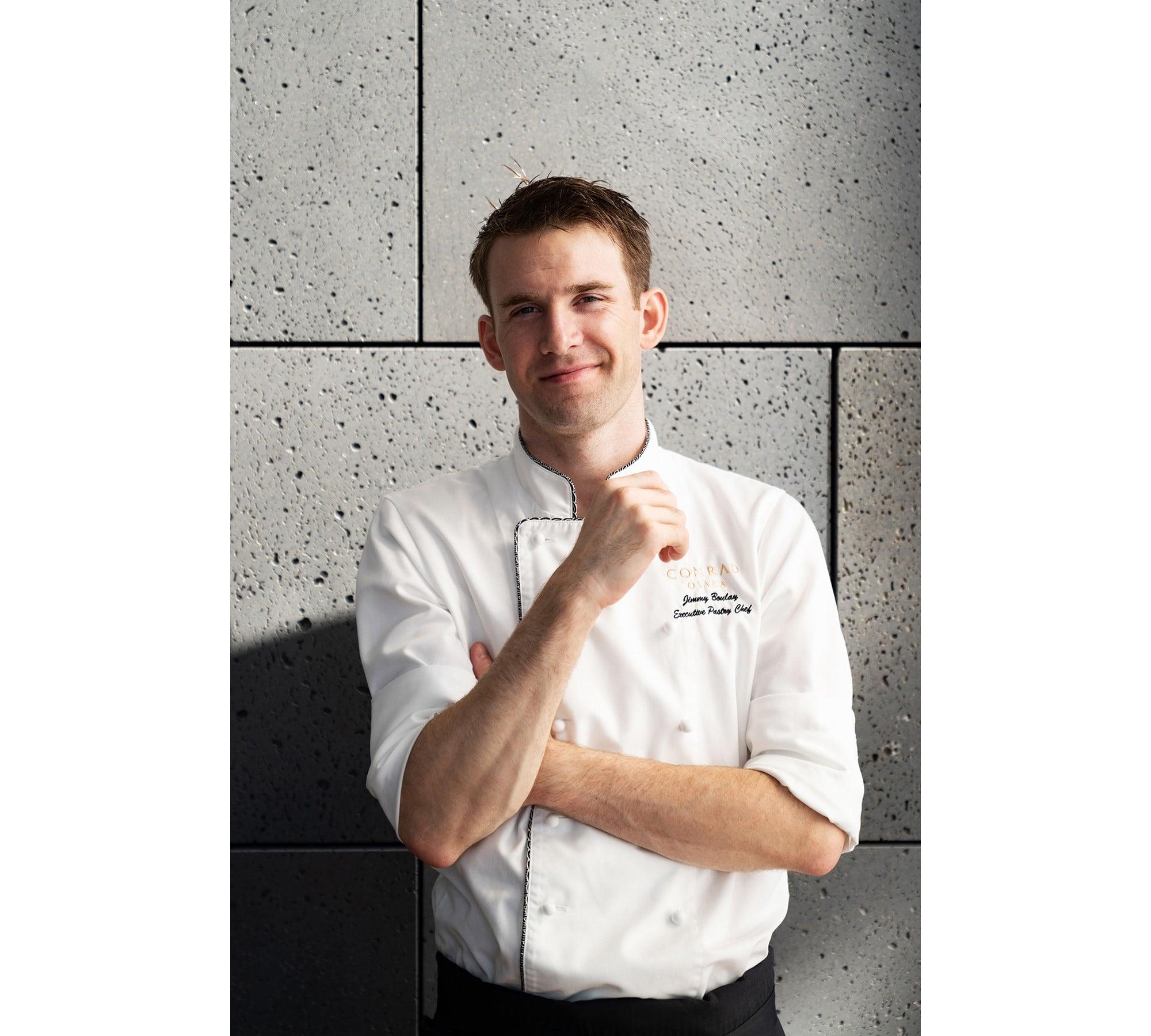 コンラッド大阪 エグゼクティブペストリーシェフ ジミー・ブーレイ。有名ホテルでペストリーシェフとして活躍した若き才能。最高の食材を使い、アートのようなデザートを提供する。