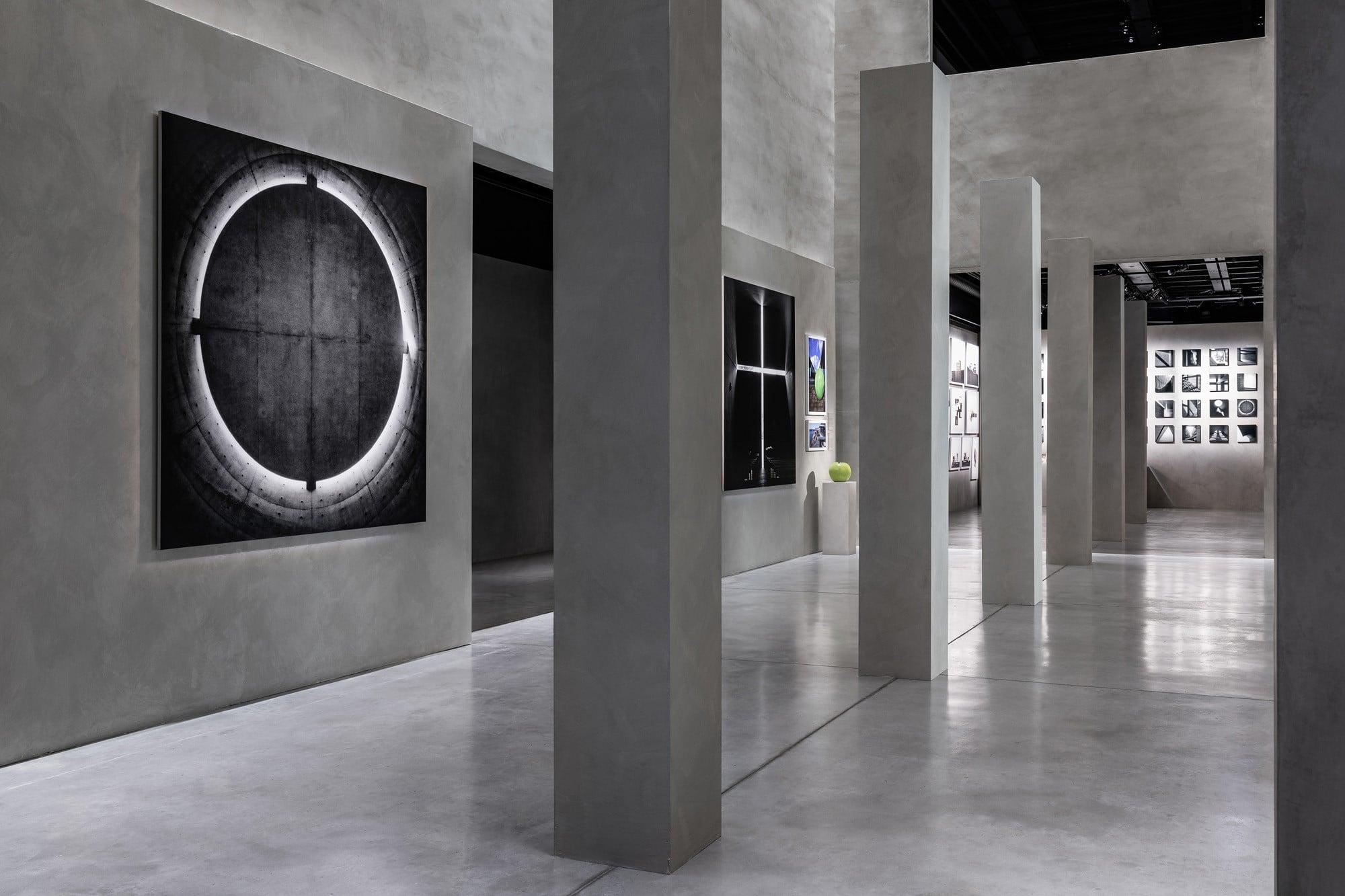 「アルマーニ / テアトロ」以降続く、ジョルジオ・アルマーニとの関係。2019年には「アルマーニ / シーロス」にて、'17年に国立新美術館で開催された「安藤忠雄展―挑戦―」と、これを再構成して'18年にポンピドゥー・センターで開催された「Le Défi」をもとにした「Tadao Ando. The Challenge」を開催した。Photography by © TADAO ANDO ARCHITECT & ASSOCIATES