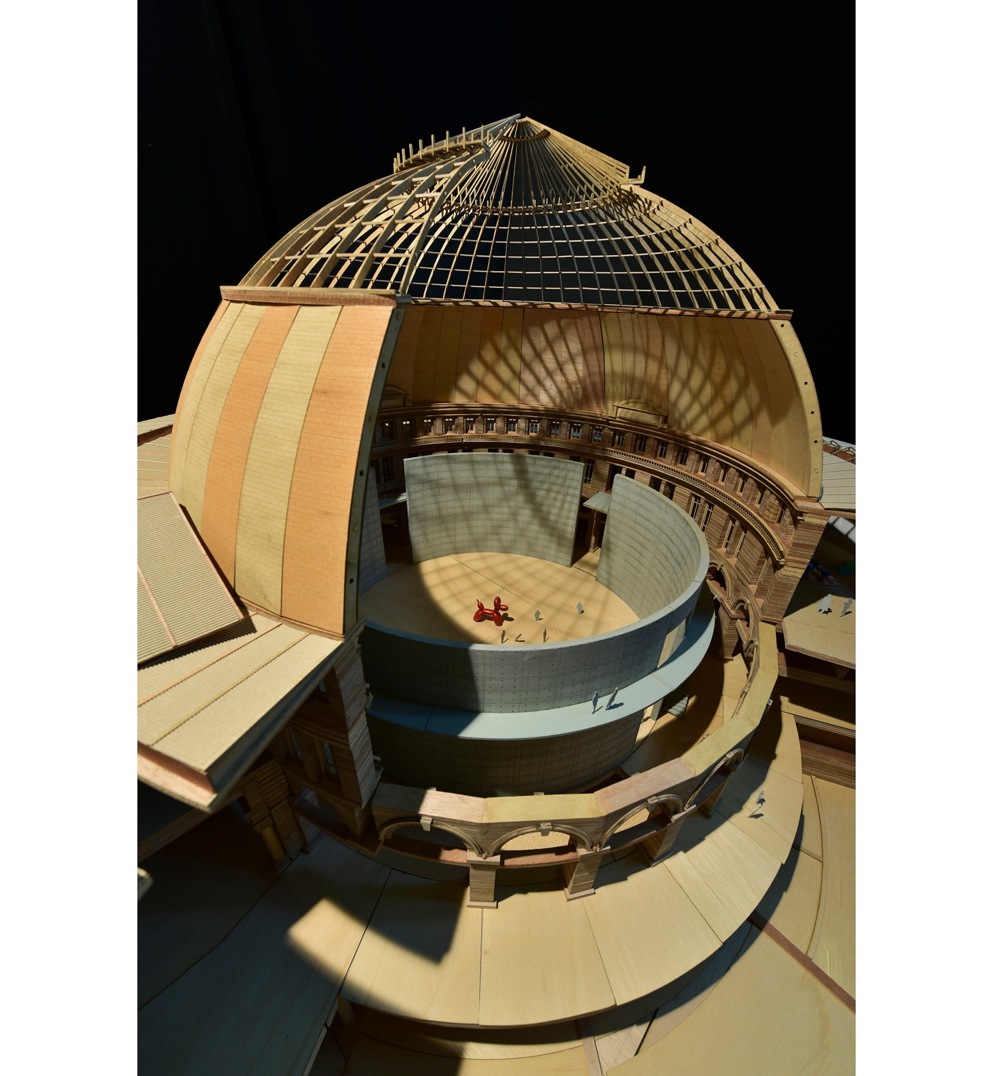 「ブルス・ドゥ・コメルス」はドーム屋根が特徴の建物。歴史的建造物にも指定されている。Photography by © TADAO ANDO ARCHITECT & ASSOCIATES