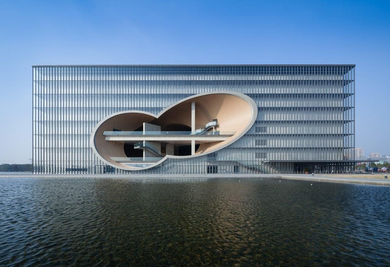 開発が進む嘉定区ニュータウンの文化ゾーンに計画された「上海保利大劇院」。Photography by © TADAO ANDO ARCHITECT & ASSOCIATES