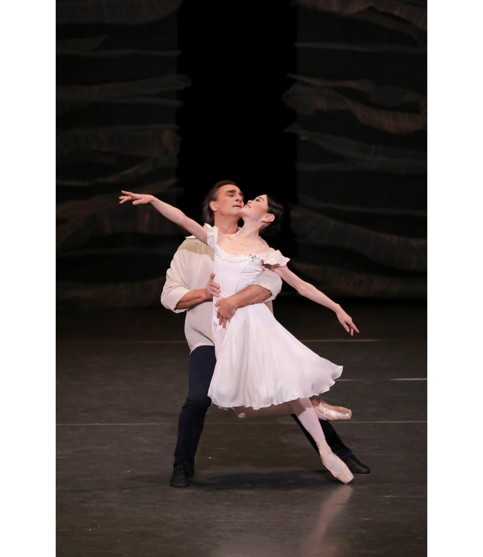 8月に行われた「Last Dance」のワンショット。「ミラー・ウォーカーズ」の吉田都とイレク・ムハメドフ。