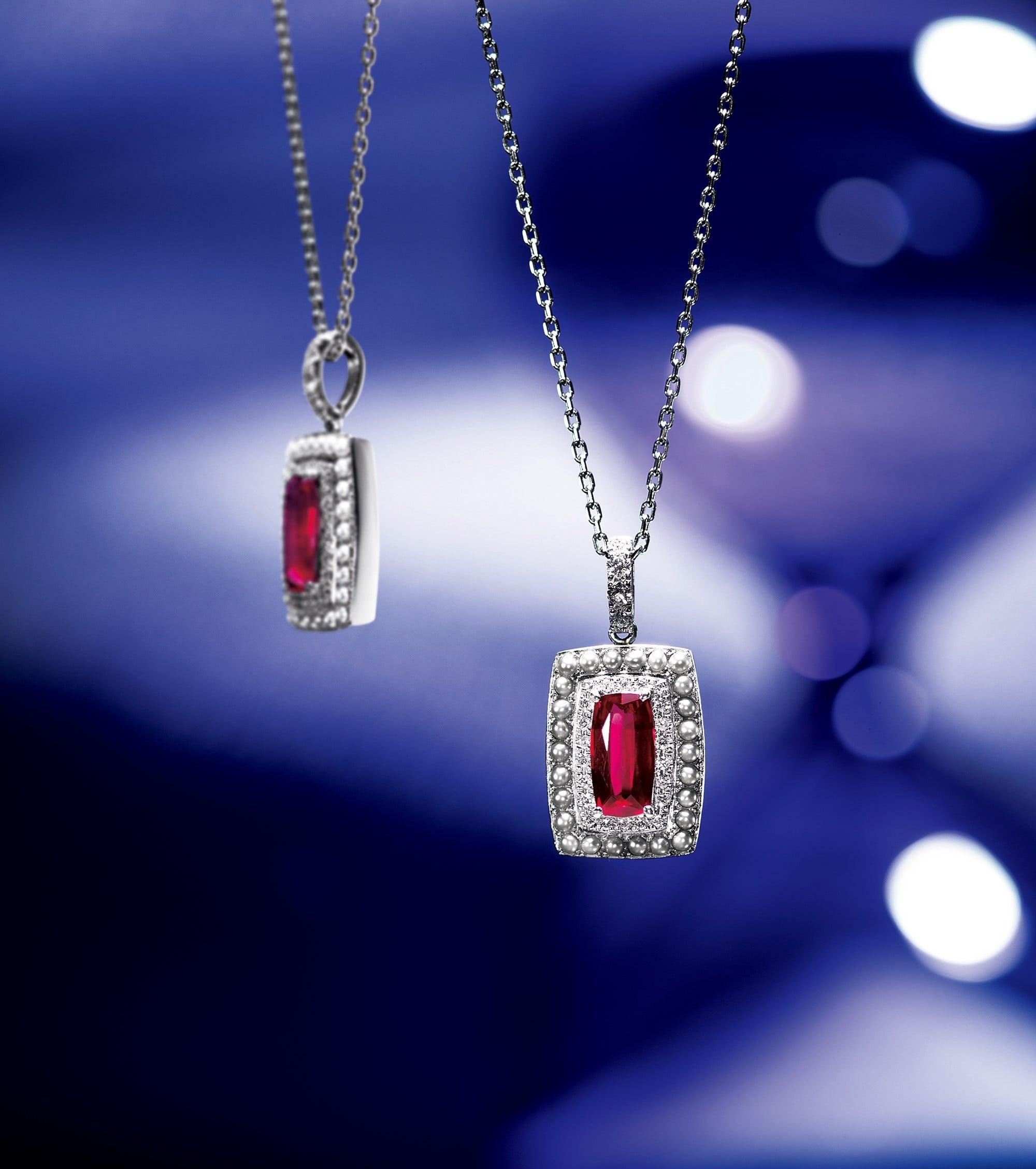 個性的なクッションカットのルビーとケシパールの組み合わせがアンティークテイスト。 Pt・ルビー・ダイヤモンド・ケシパール。3,200,000円 税込