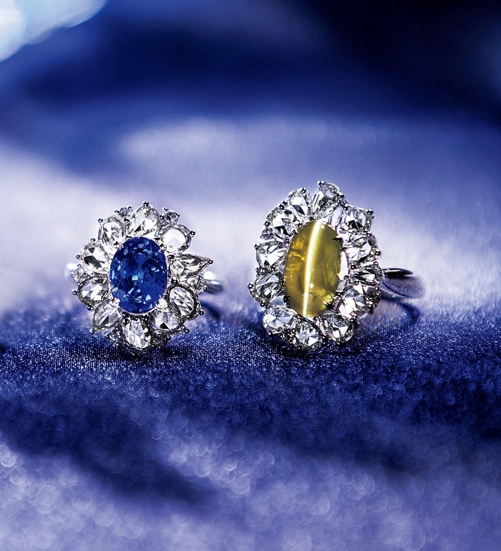 主役の美しくレアなカラーストーンを、ローズカットがさらに華を添えたリング。自然が生み出した唯一無二の芸術を楽しみたい。左からリング、 Pt・ロイヤルブルーサファイア・ダイヤモンド 3,680,000円、右 Pt ・キャッツアイ・ダイヤモンド。 2,580,000円。ともに税込