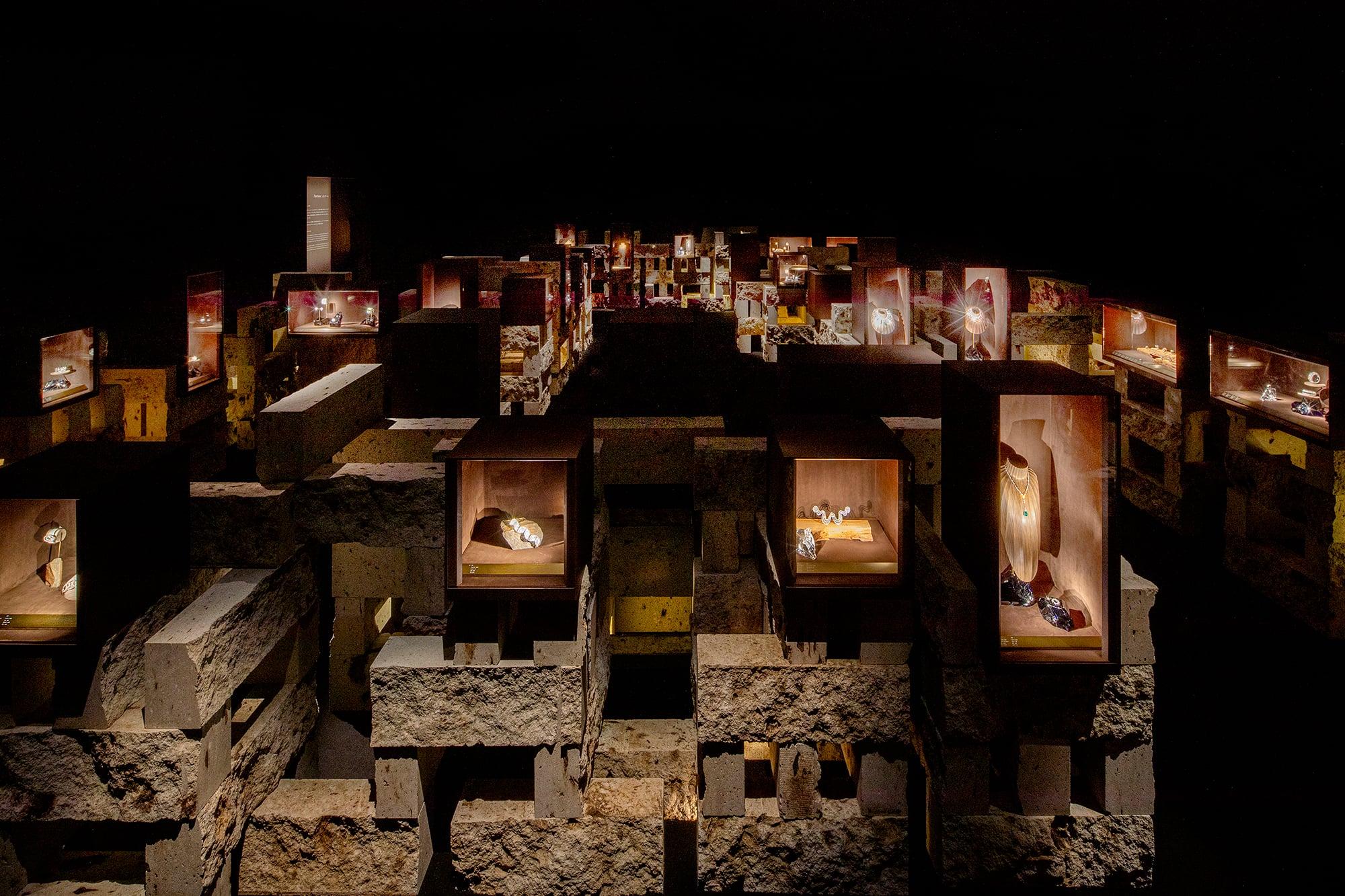 第2章の展示風景。 新素材研究所 © N.M.R.L./ Hiroshi Sugimoto + Tomoyuki Sakakida