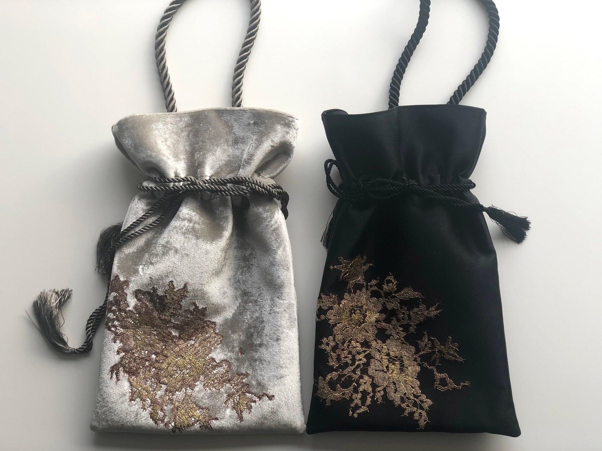 きんちゃく型のバッグは、パーティーバッグにも、また、きものにも合うと人気。