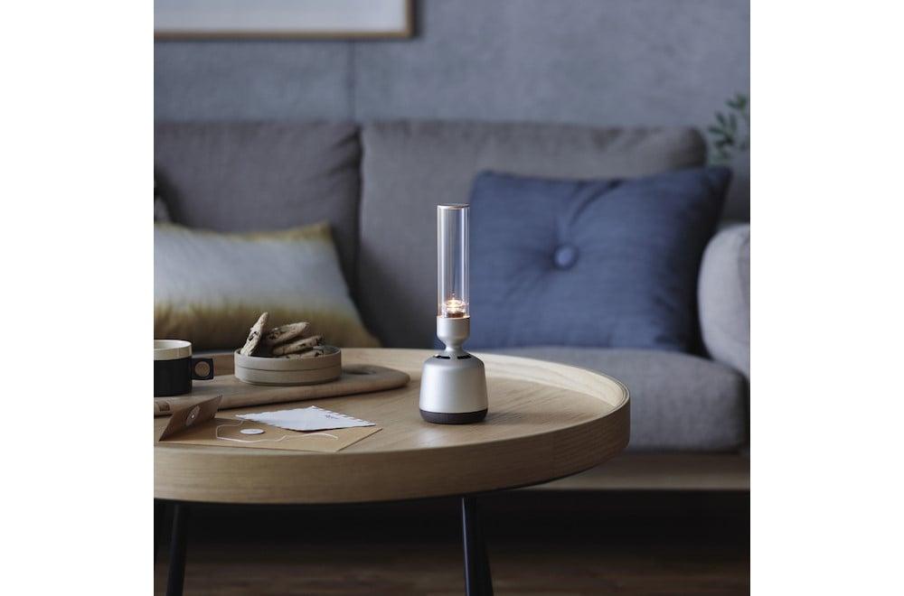 照明とクリアな音響で、空間を美しく満たす機能を兼ね備えたグラスサウンドスピーカー「LSPX-S2」