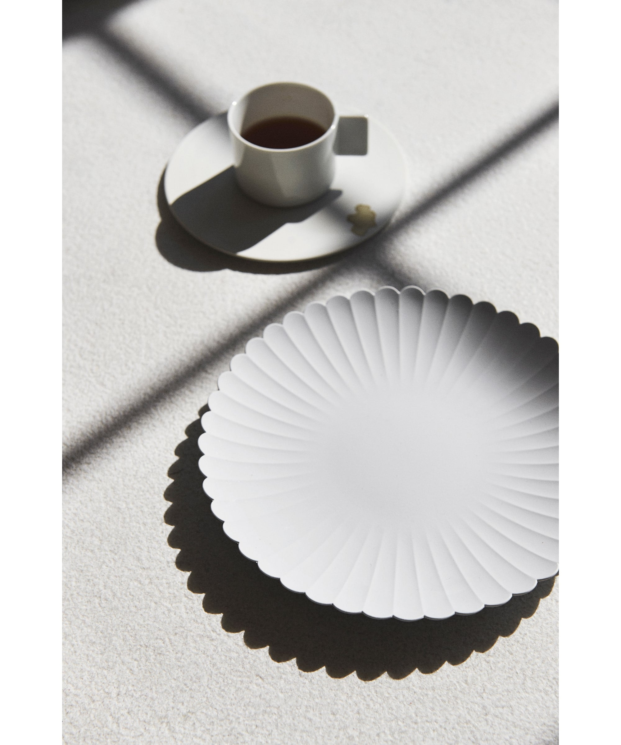 「1616 / arita japan」は、世界中の食卓で使われる商品・ブランド開発を目標に、デザイナーと職人のコラボレーションにより誕生した。