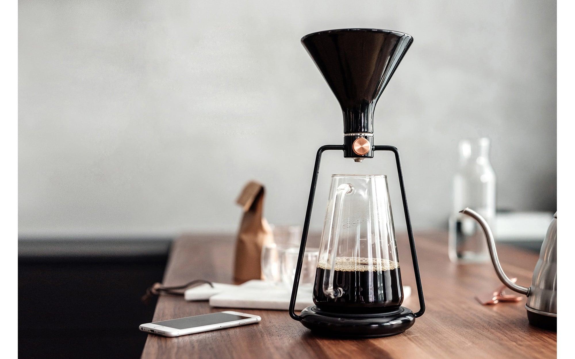 アプリが抽出のテクニックをエスコート。抽出レシピを世界中のユーザーとオンラインで共有できるスマートコーヒーメーカー 「ジーナ」