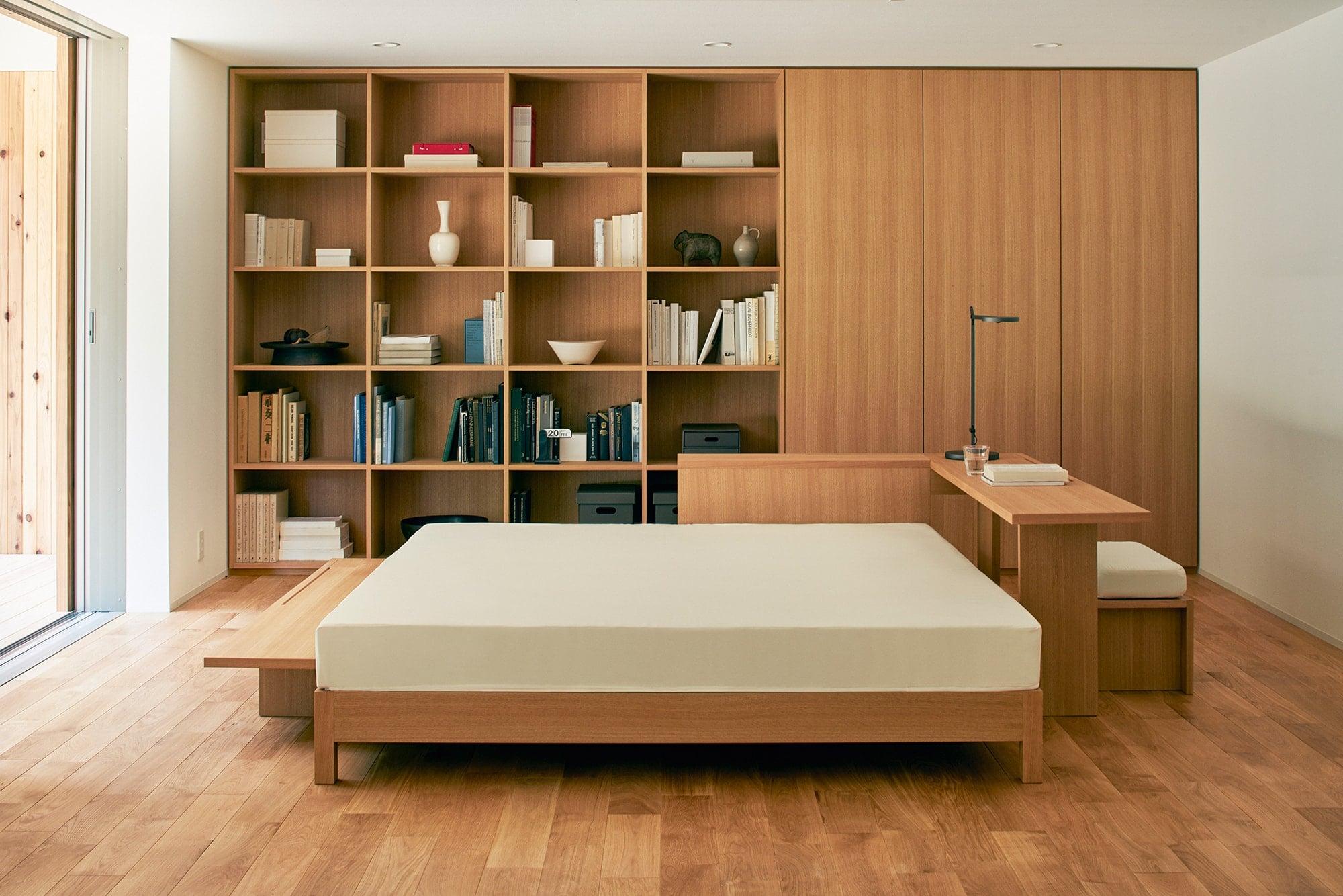 寝室には可動式の間仕切りや壁面収納などを自由にプランニングできる。