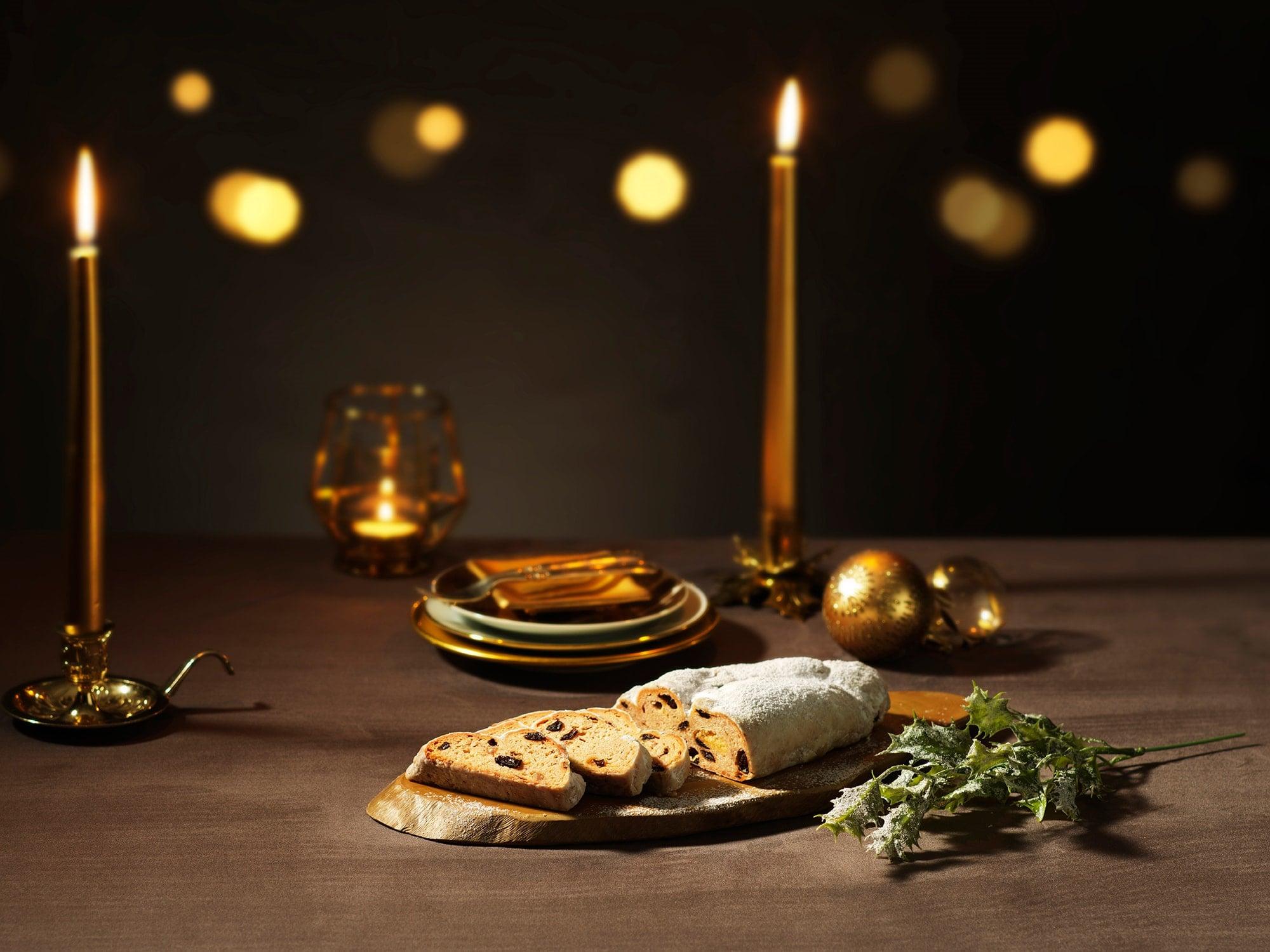 デメルの「クリストシュトーレン」は、ラム酒の香り高いレーズンとスパイシーな生地で毎年人気の味。