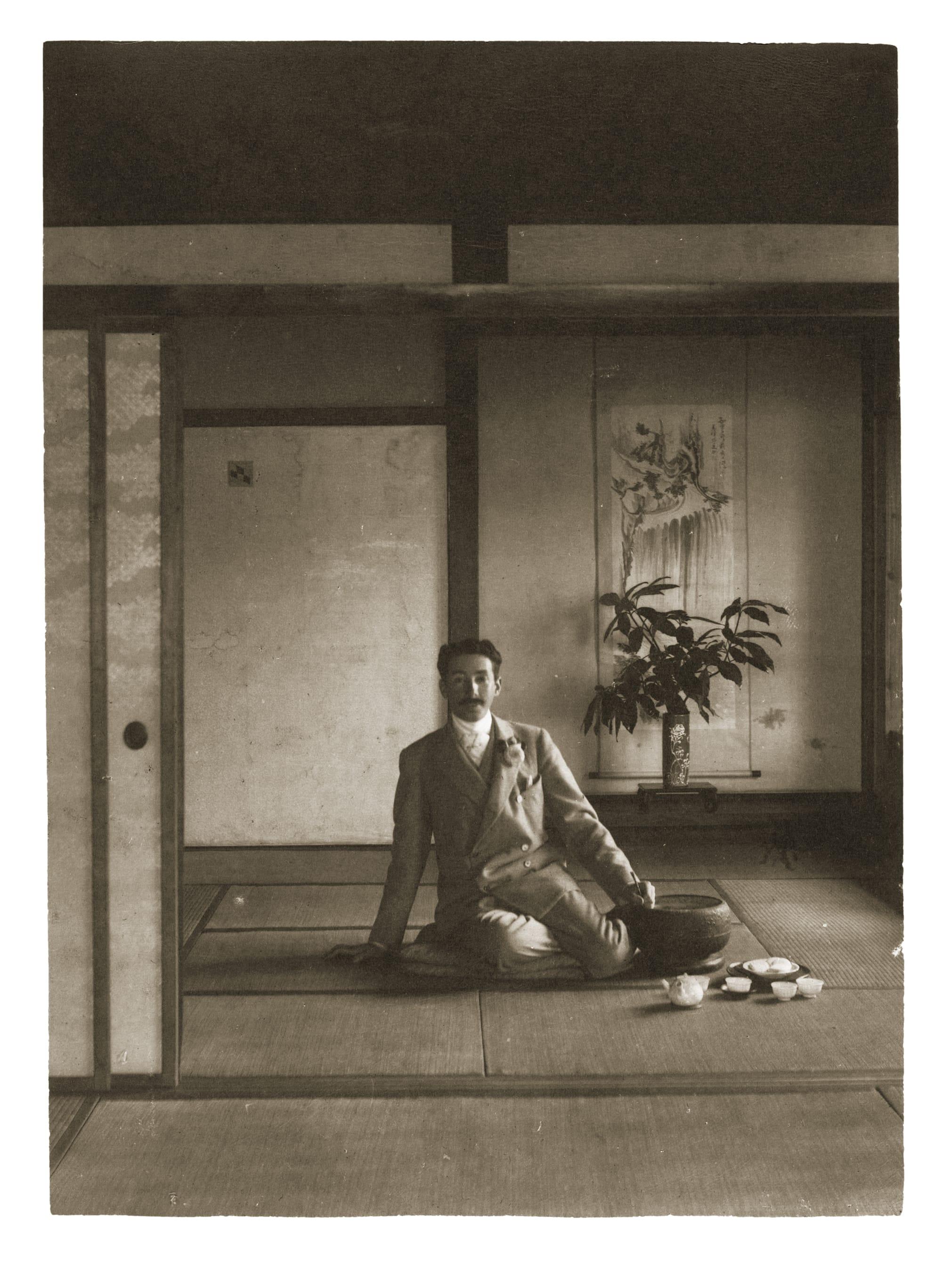 「ファッション・アイ ジャパン」は、1900年代初頭の日本の姿がアドルフ・ド・メイヤーの視点で切りとられている。
