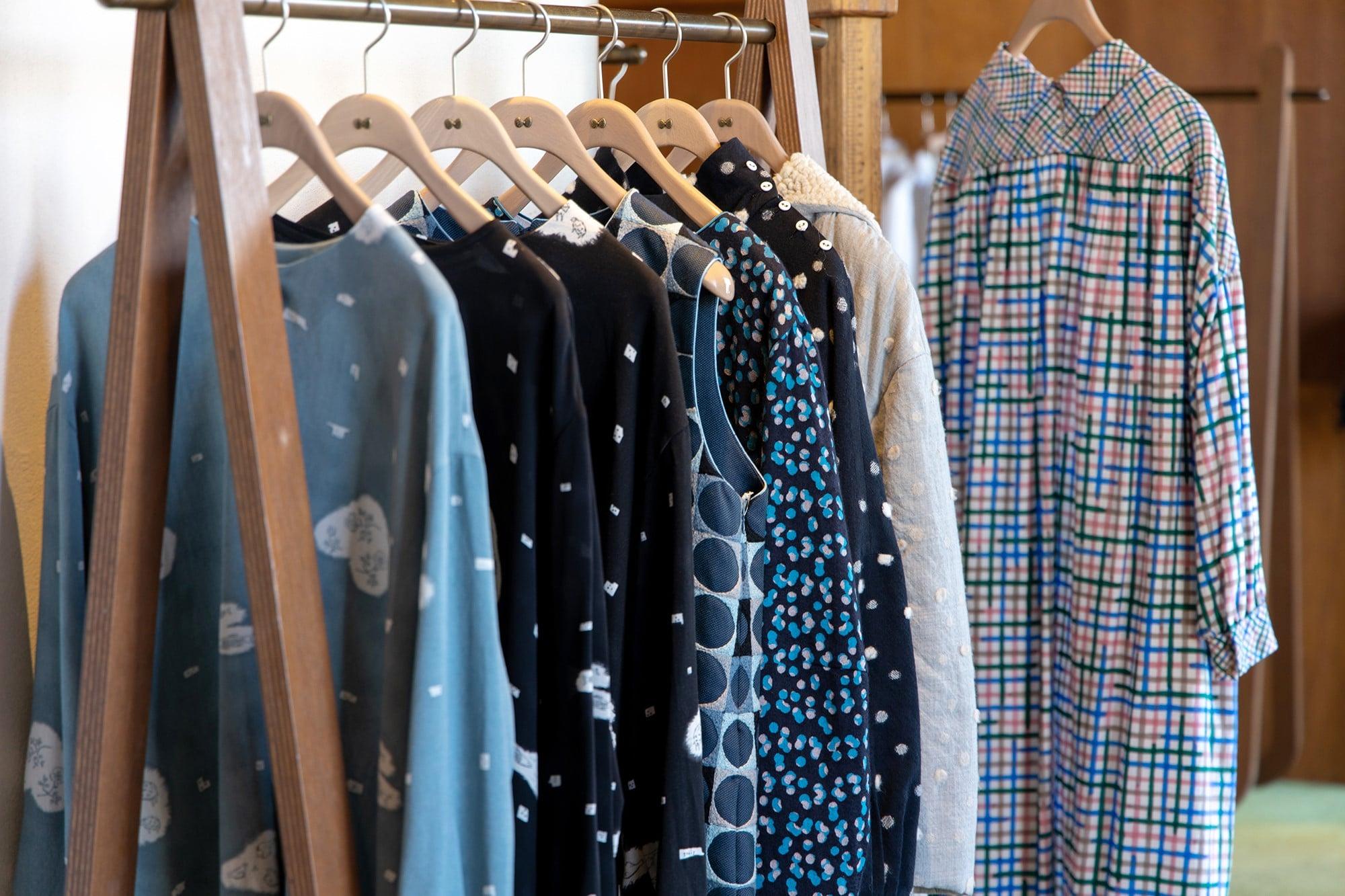 独特なテキスタイルが楽しいミナ ペルホネンの服。
