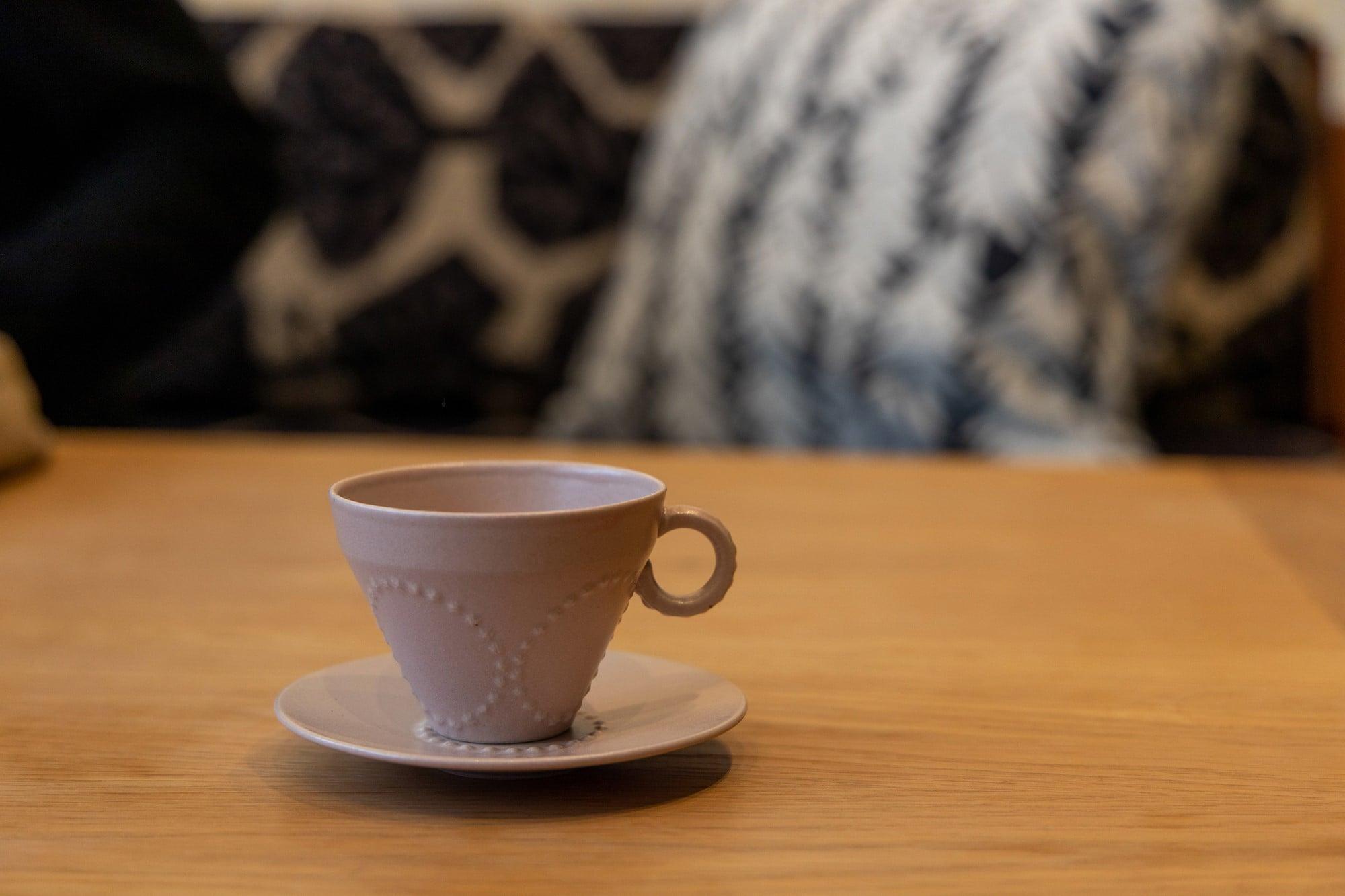 ミナ ペルホネンの定番テキスタイル「tambourine」を用いたカップ&ソーサー。