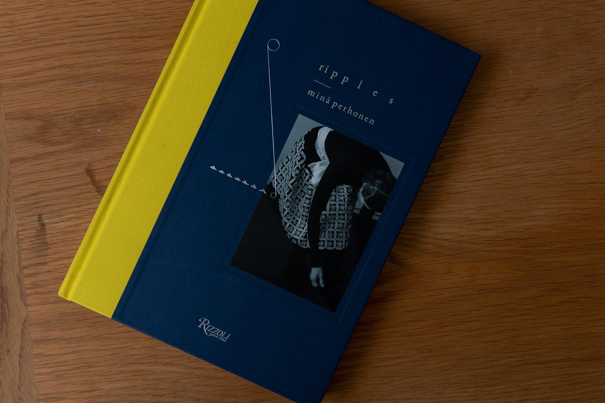 米国の出版社 Rizzoli New Yorkより発行された、ミナ ペルホネンのビジュアルブック「ripples」。 「ripples(さざ波)」と名付けられた書籍は、ファッションからライフスタイル、テキスタイルの原画などまで収録。ミナ ペルホネンの各店で購入すると、和訳冊子が付く。9,570円