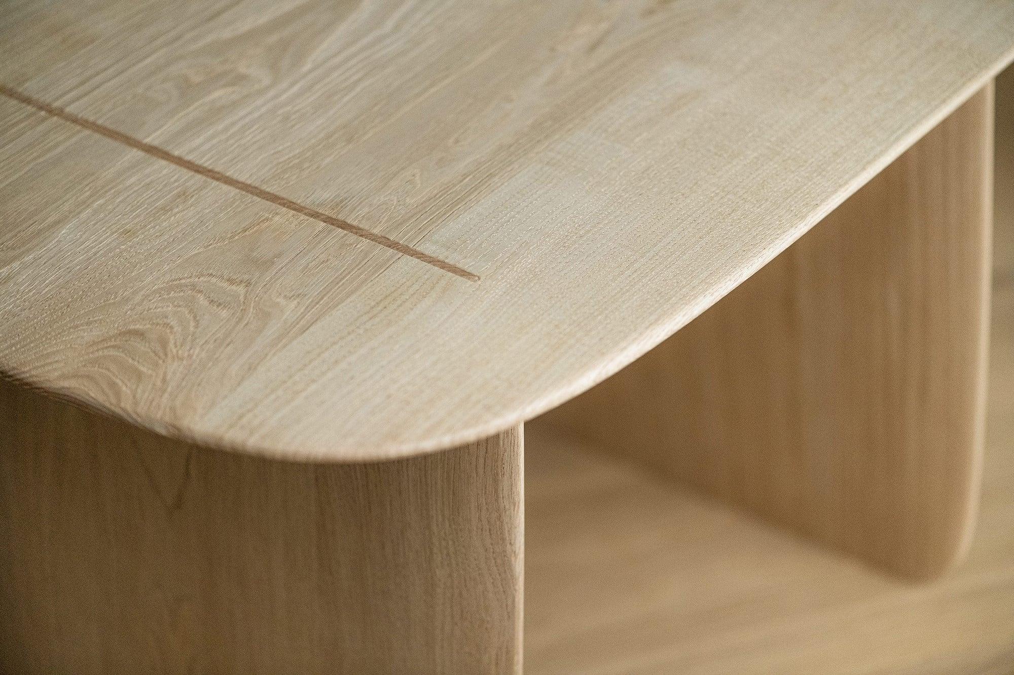 「さしものかぐたかはし」の技術が光る「Hand」のテーブル。