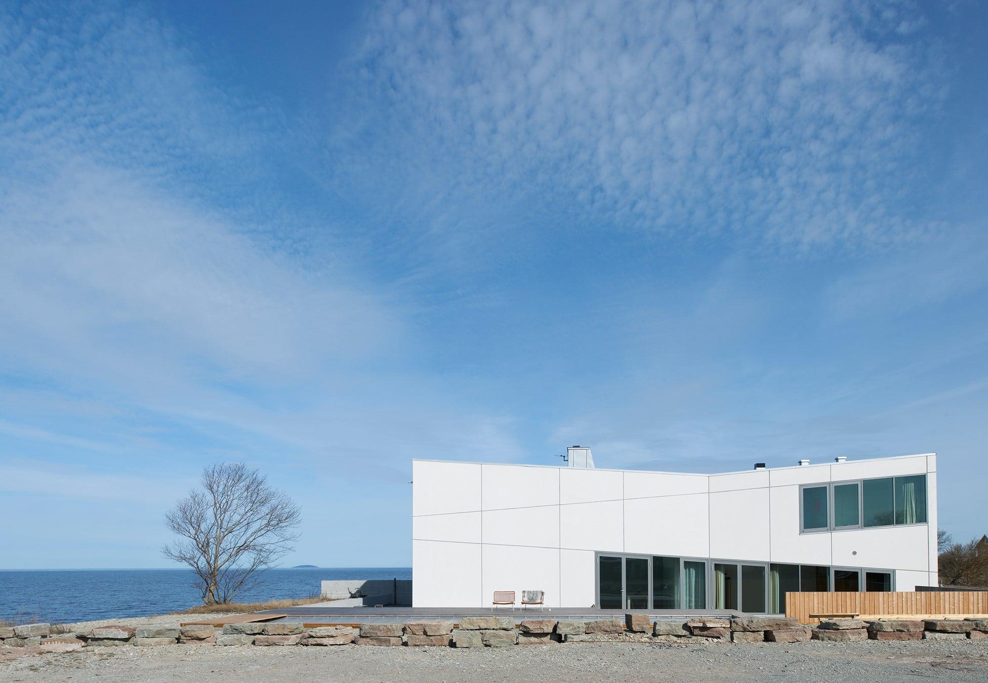 CKRの代表的作品の一つ、「ヴィラ・ヴィードルンド」。スウェーデンのアート・コレクター、ヤン・ヴィードルンドの個人宅で海辺に建つ。